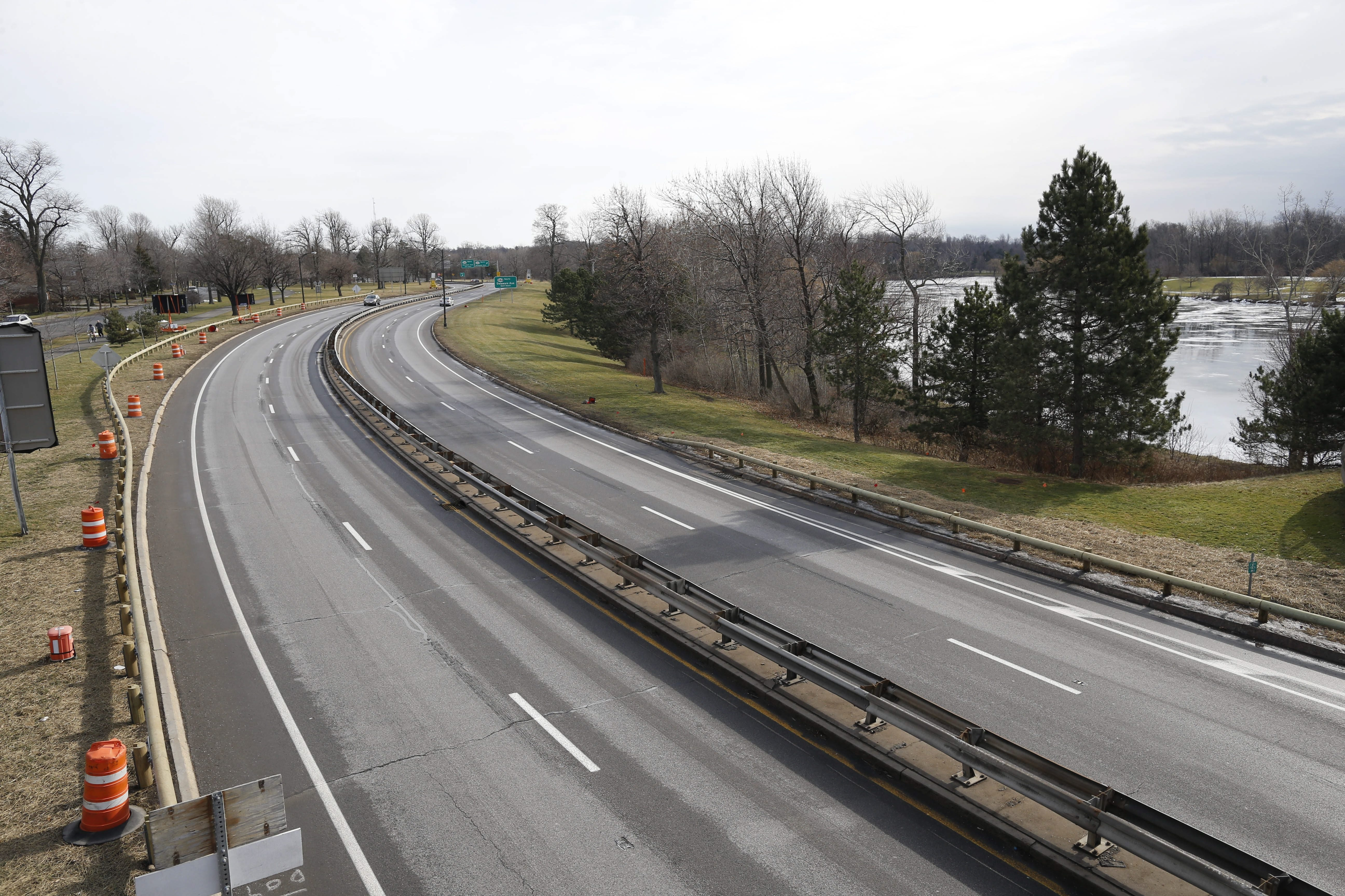 The Scajaquada Expressway, or 198, near Delaware Park, Sunday, Jan. 31, 2016.  (Derek Gee/Buffalo News)