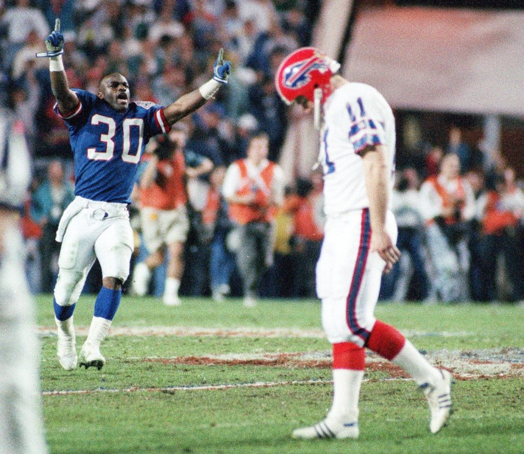Scott Norwood hangs his head after missing the kick in Super Bowl XXV. (James P. McCoy/News file photo)
