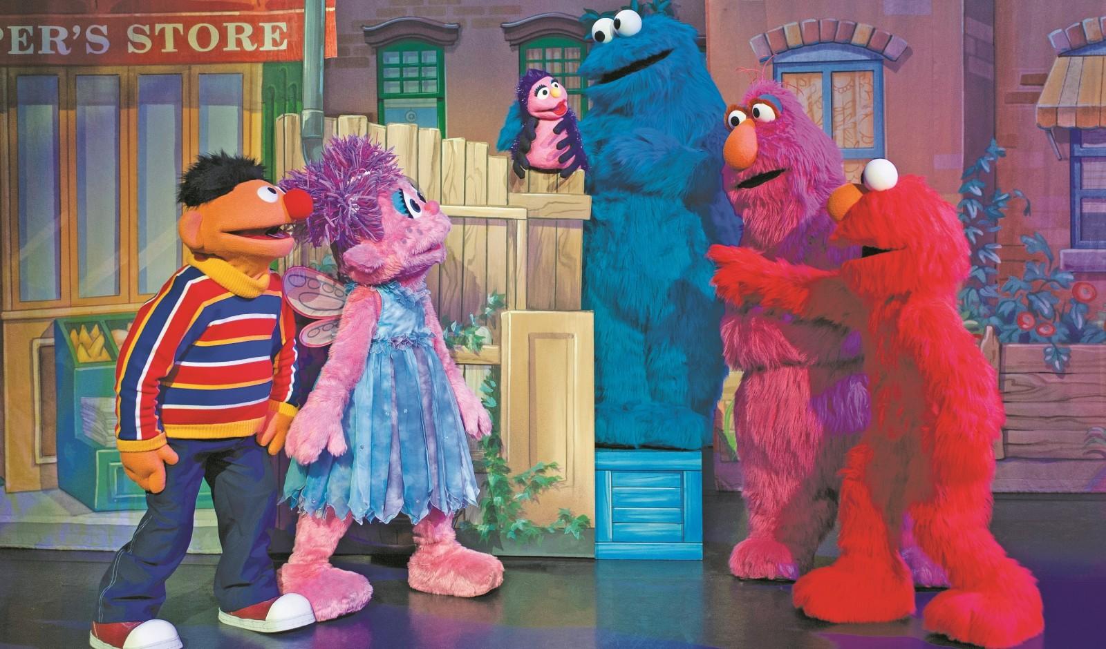 'Sesame Street' friends perform 'Itsy Bitsy Spider' during 'Sesame Street Live: Let's Dance!'