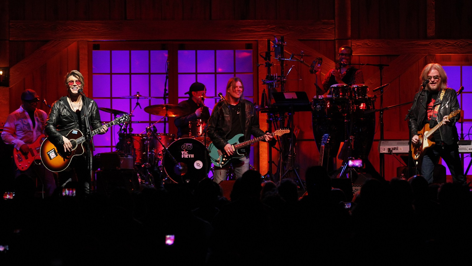 Hall, Rzeznik enjoy a night of music, garage-band style