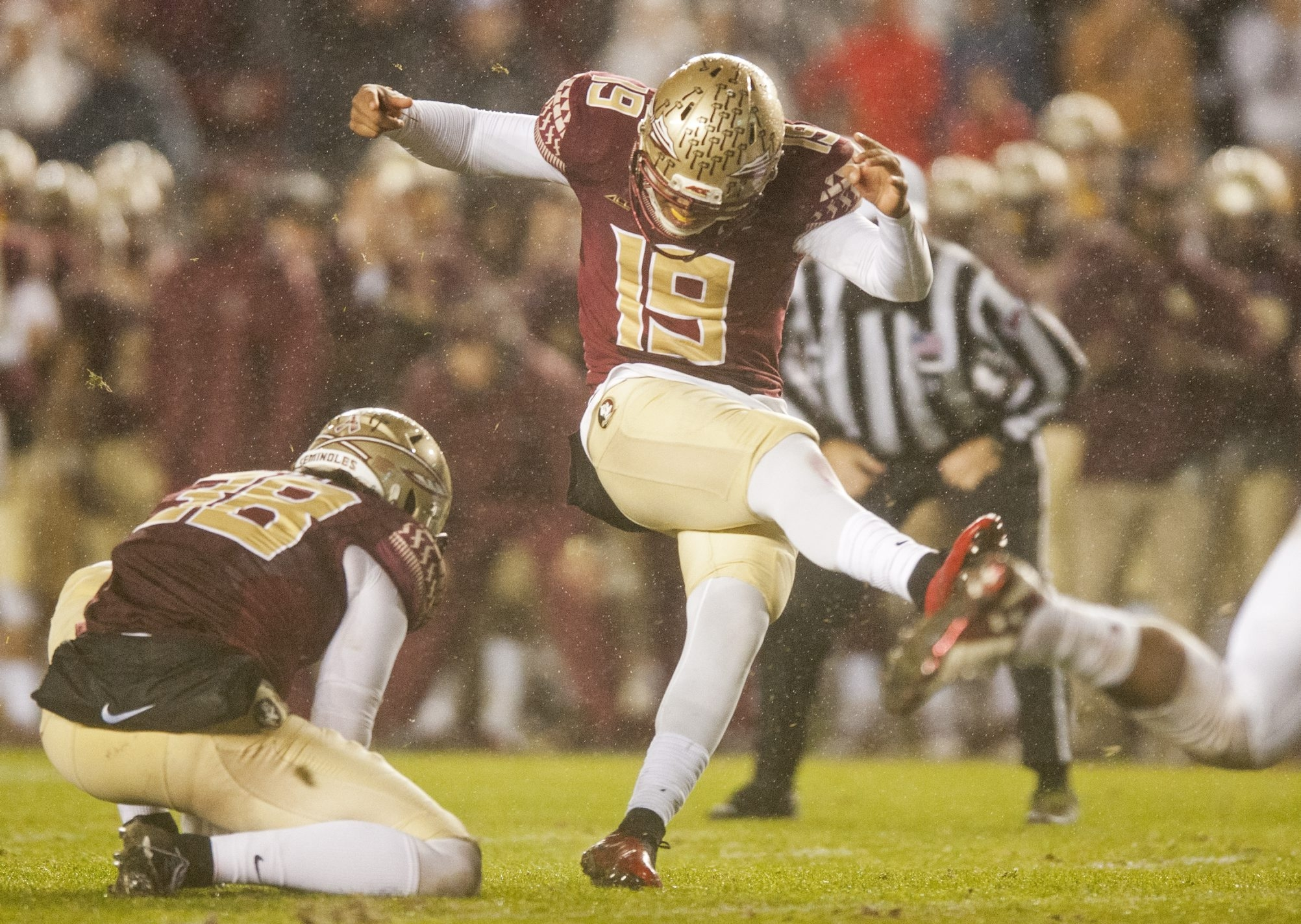 Roberto Aguayo, shown kicking a game-winning field goal against Boston College, is the first kicker since Sebastian Janikowski, also of Florida State, to leave school early for the draft.