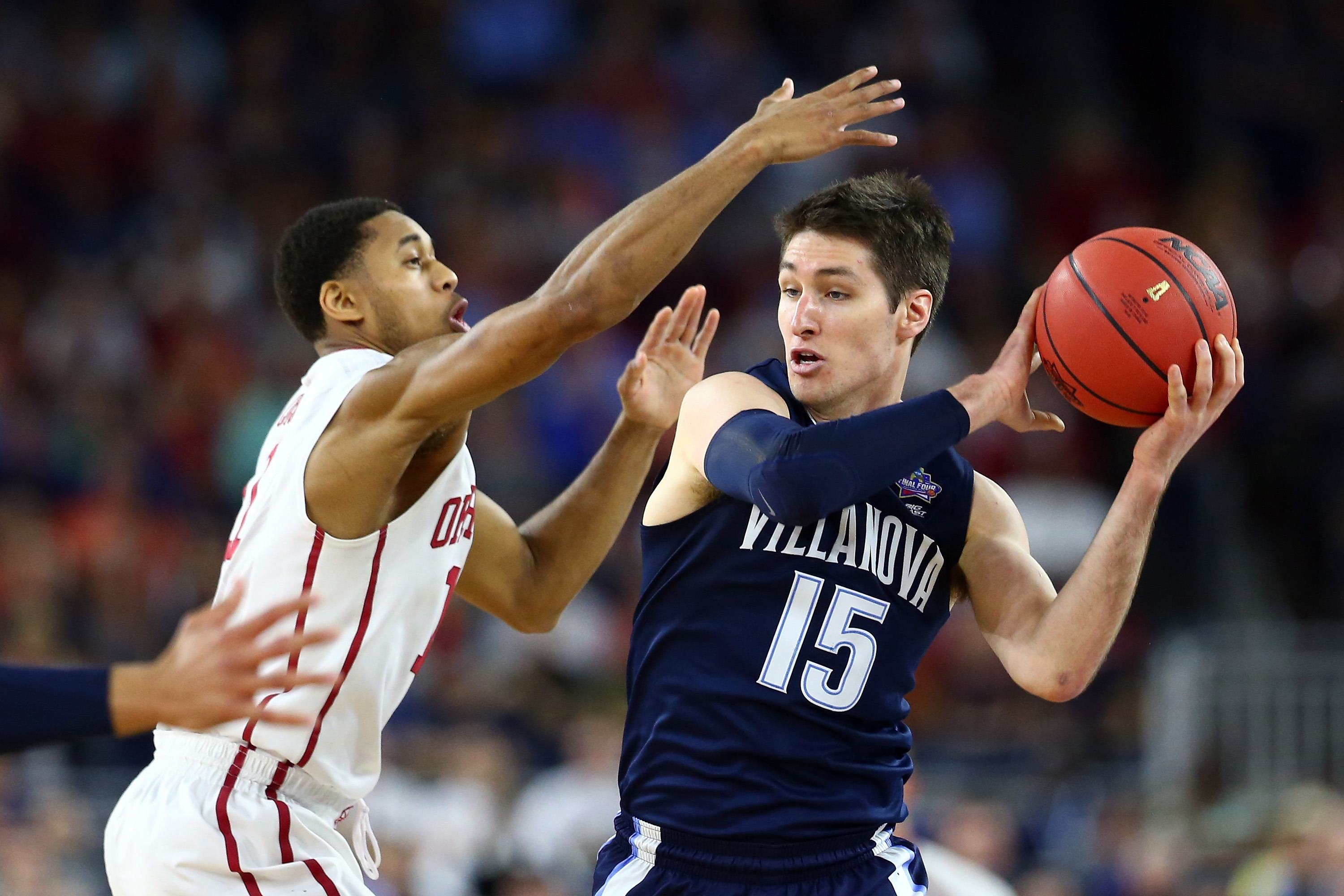 Isaiah Cousins of the Oklahoma Sooners defends Ryan Arcidiacono of the Villanova Wildcats during the NCAA Men's Final Four semifinal.  (Getty Images)