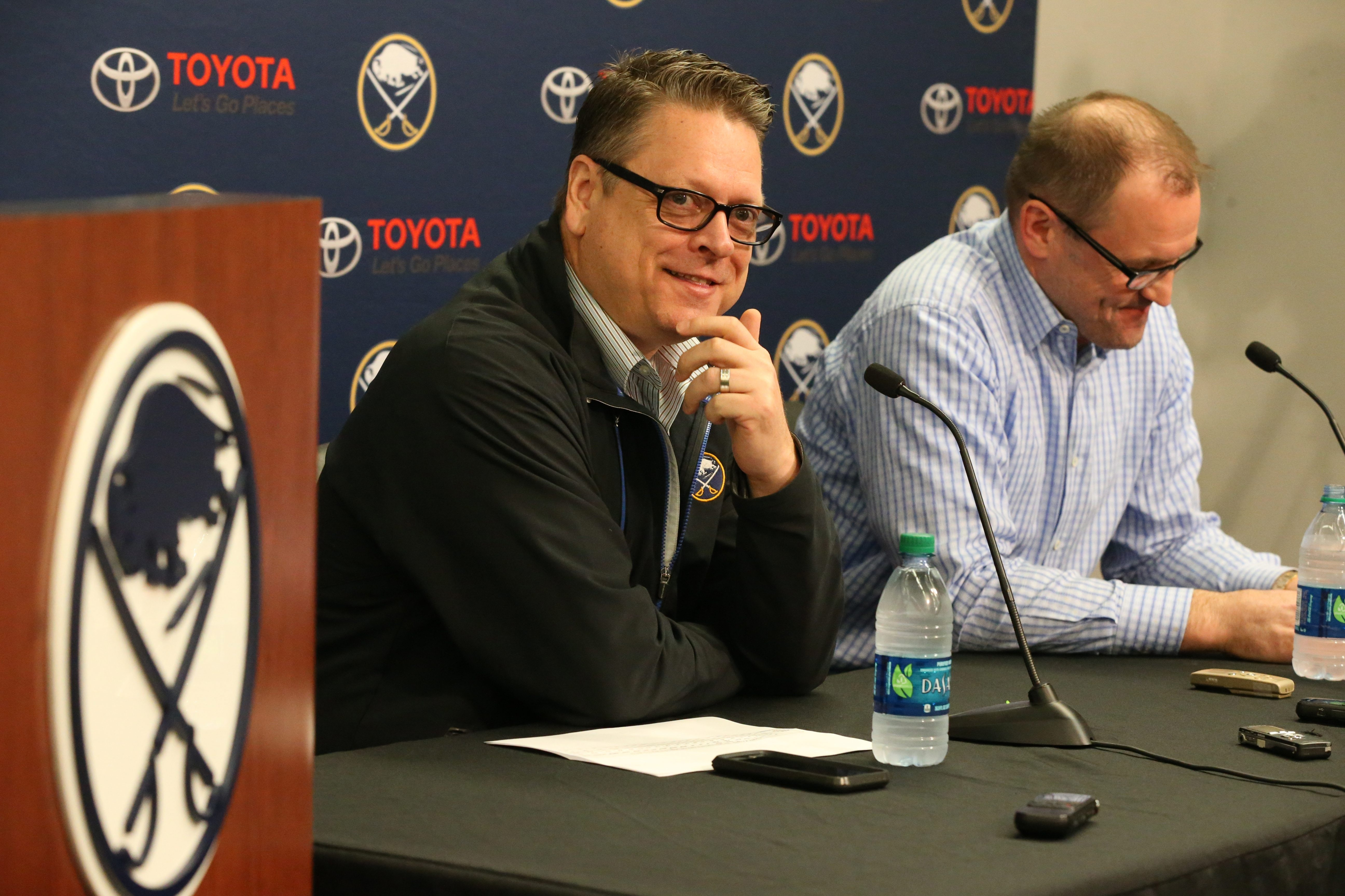 GM Tim Murray and coach Dan Bylsma share a lighter moment during the Sabres season-ending news conference Monday.
