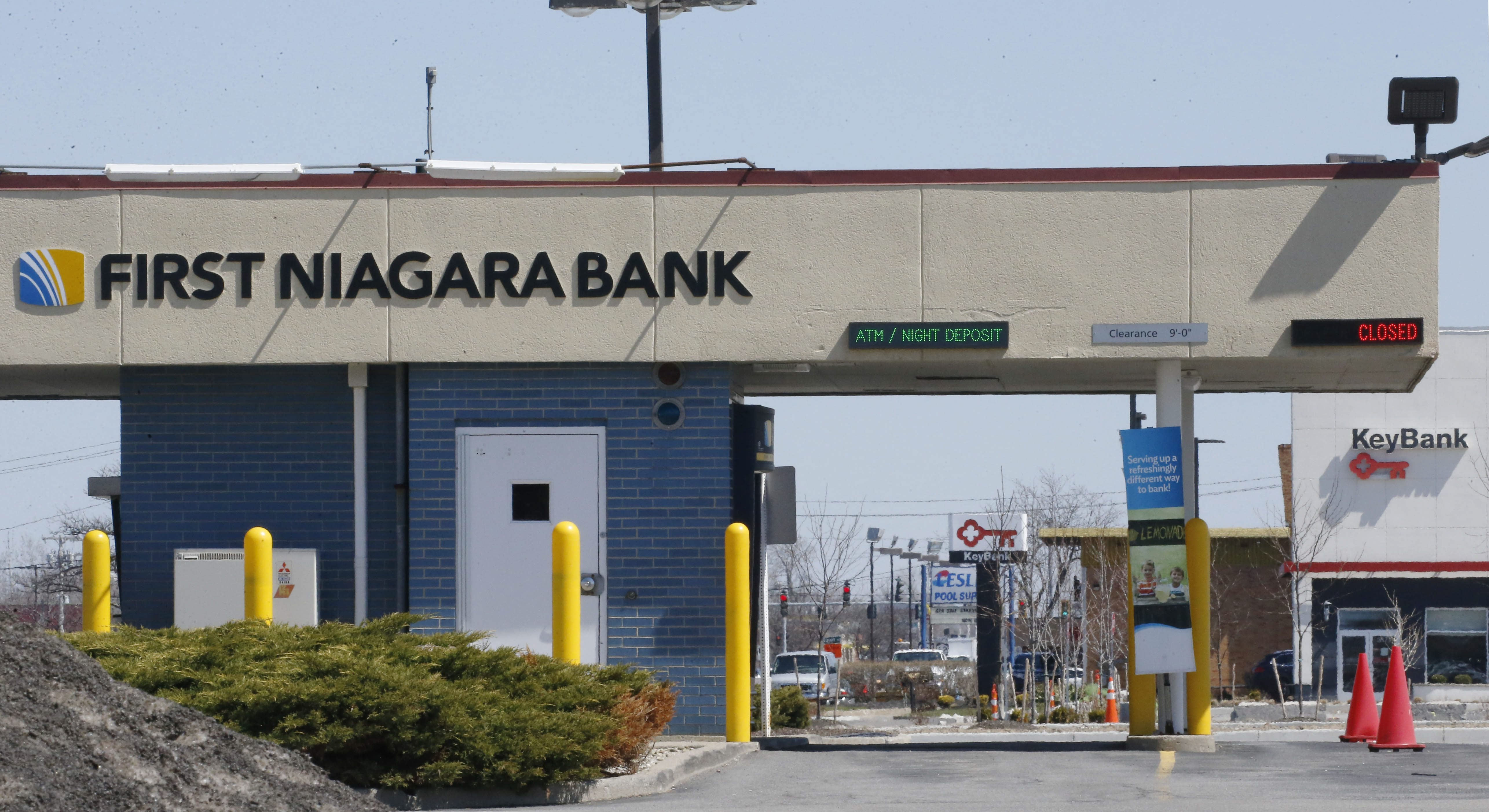 A First Niagara Bank and Key Bank in Northtown Plaza on Sheridan Drive, one of the many instances where branches are very close together. (Derek Gee/Buffalo News)