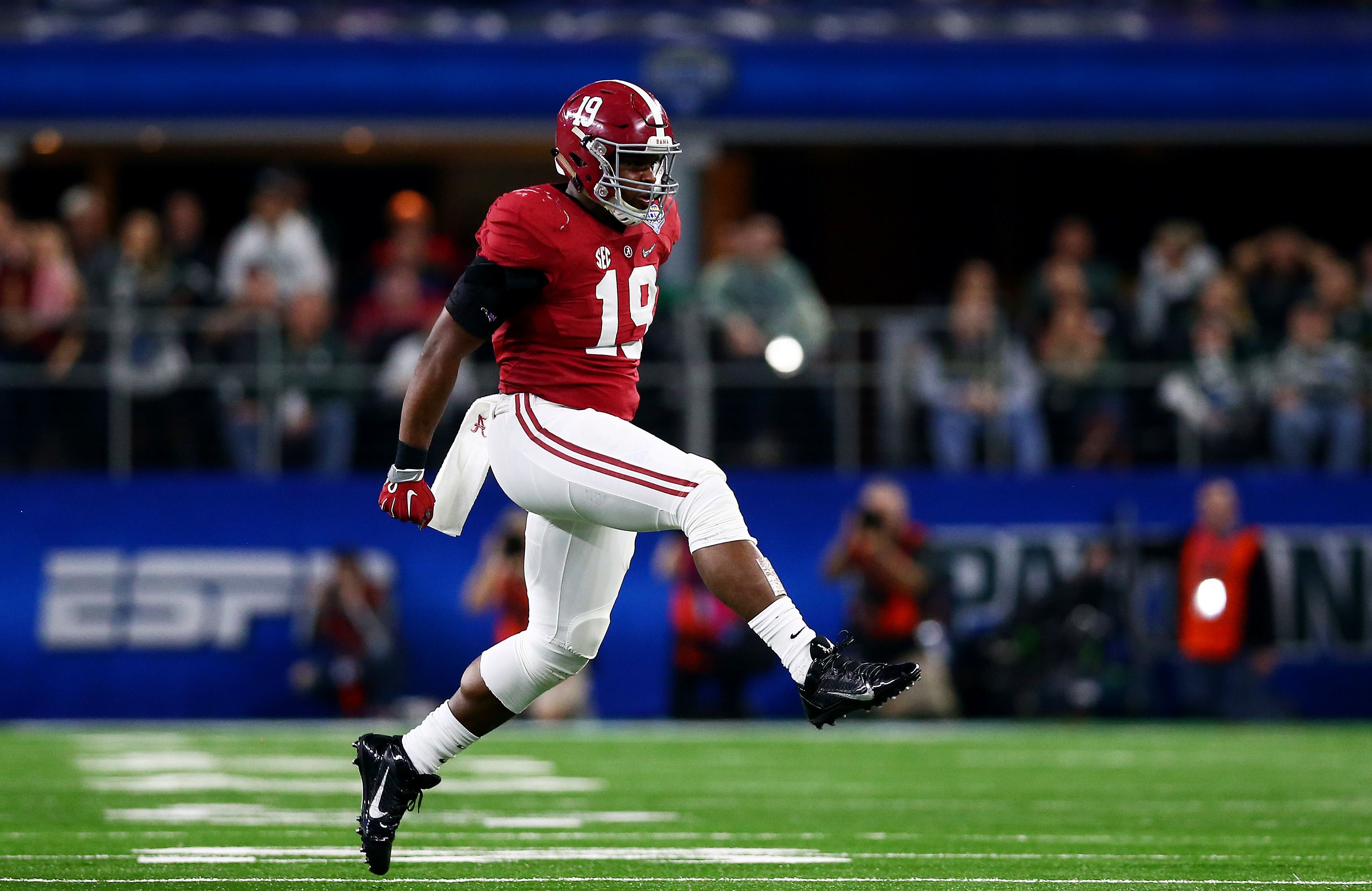 Linebacker Reggie Ragland of the Alabama Crimson Tide reacts after stopping the Michigan State Spartans on third down during the Goodyear Cotton Bowl. (Getty Images)