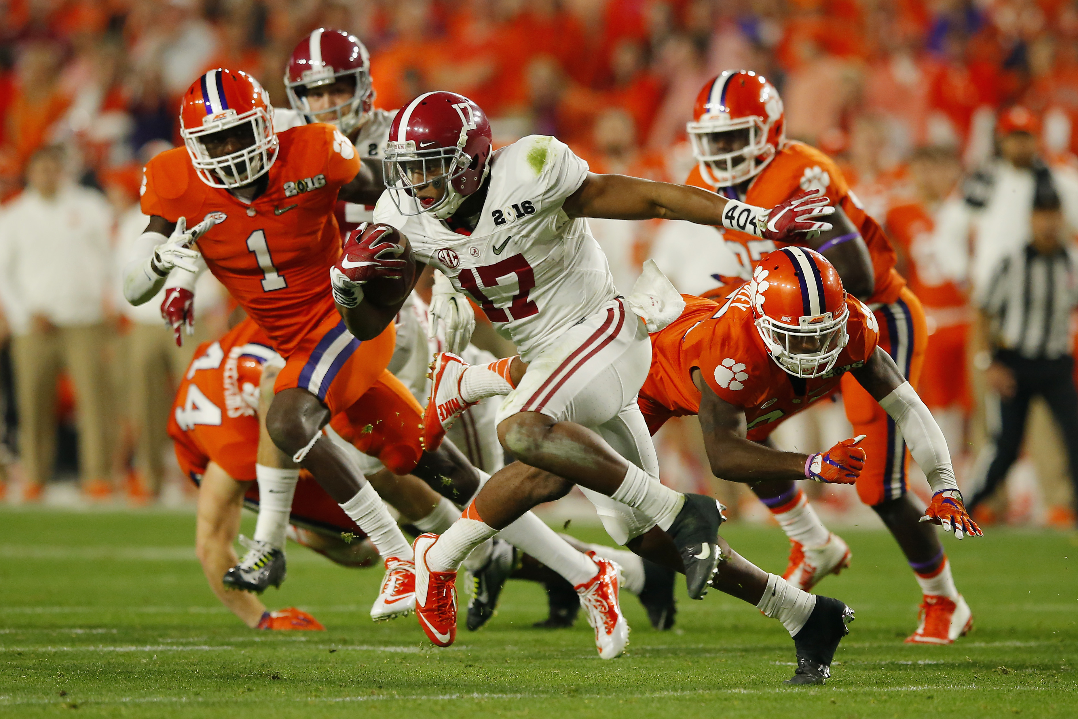 GLENDALE, AZ - JANUARY 11:  Kenyan Drake #17 of the Alabama Crimson Tide returns a punt for a 95 yard touchdown in the fourth quarter against the Clemson Tigers during the 2016 College Football Playoff National Championship Game at University of Phoenix Stadium on January 11, 2016 in Glendale, Arizona.  (Photo by Kevin C. Cox/Getty Images)