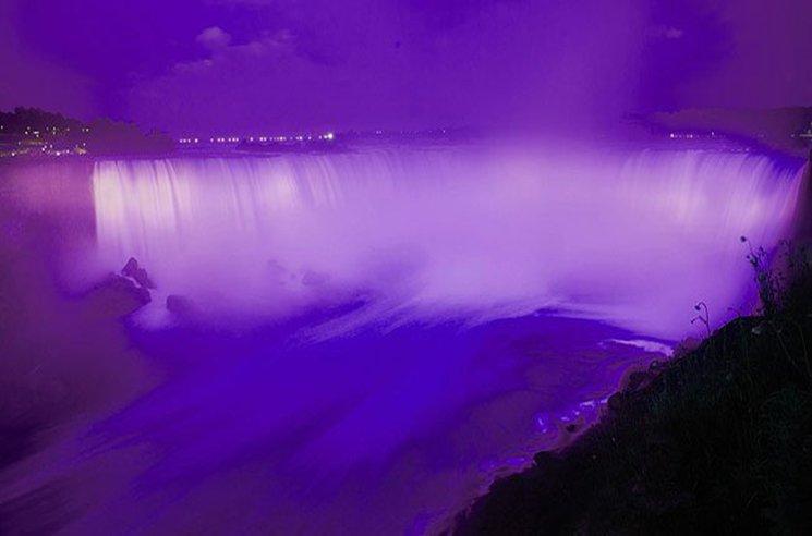 Photo via @NiagaraParks and @CanoeTravel.
