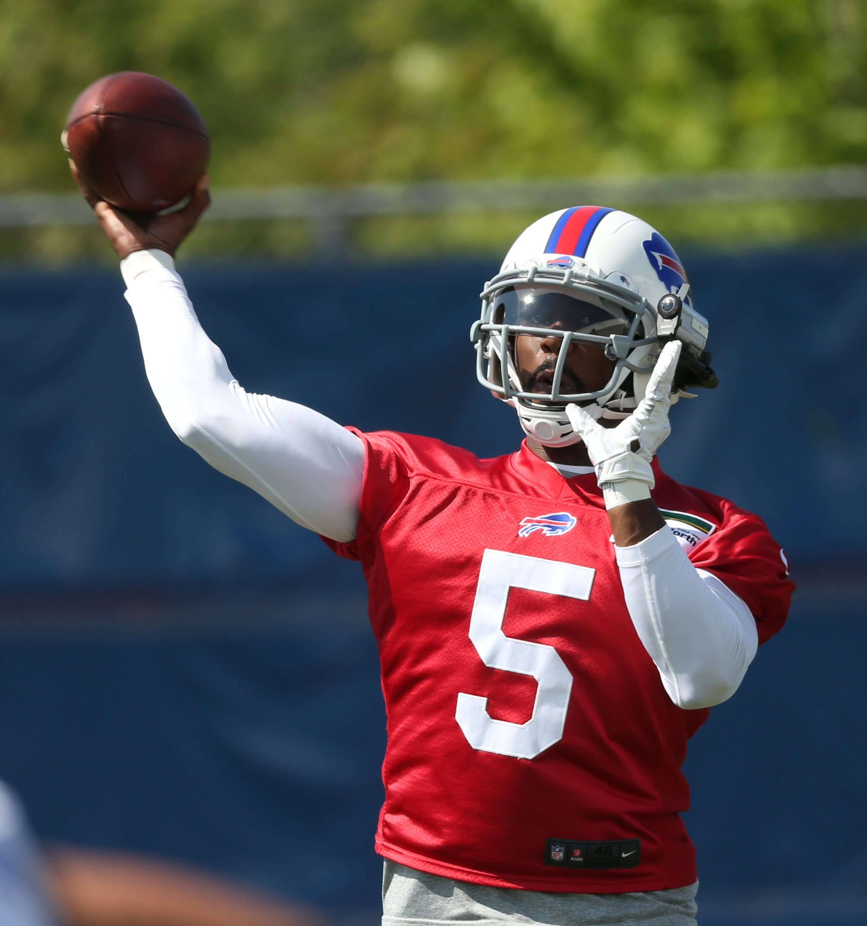 Tyrod Taylor throws a pass during Tuesday's workout in Orchard Park.