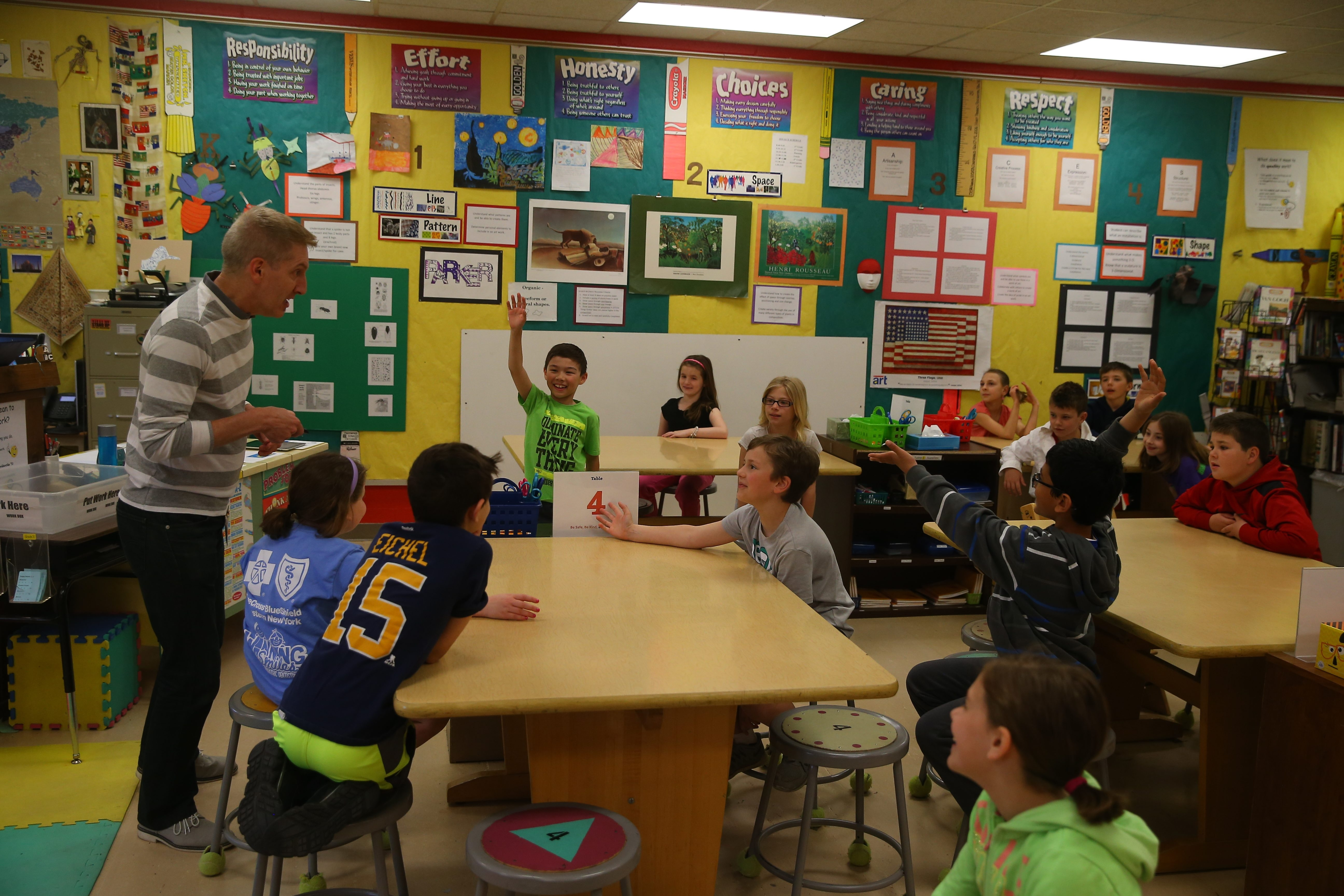 Thom Knab teaches art to students at Dodge Elementary School. Candidates backed by the Williamsville Teachers Union are poised to form a majority on the board.