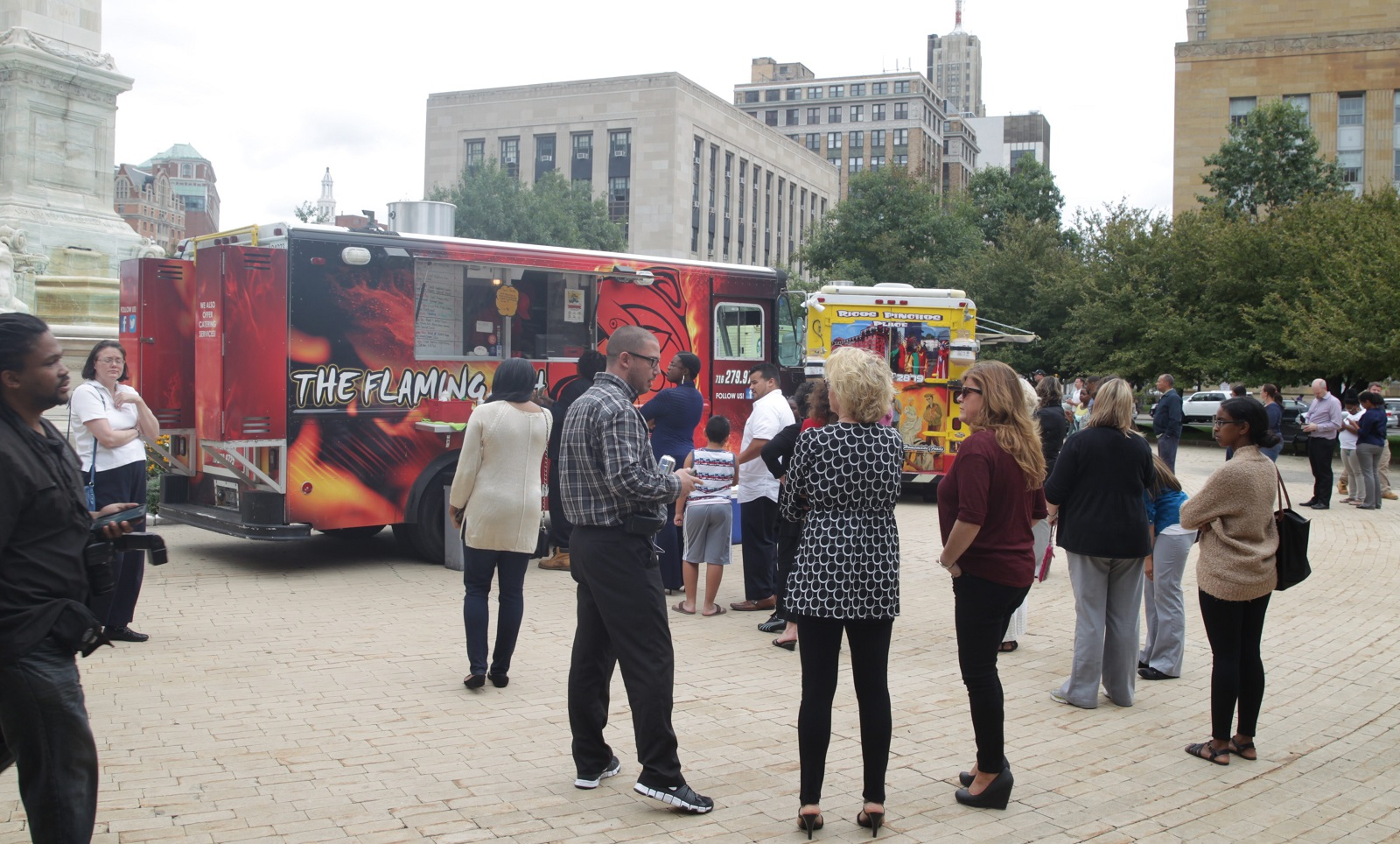 Customers line up for the Flaming Fish food truck at Niagara Square in 2015. (John Hickey/Buffalo News file photo)