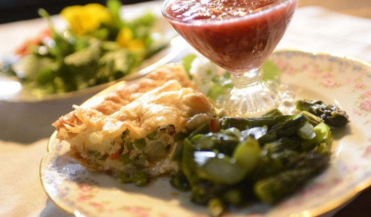 Hurd Orchard's luncheons utilize fruits and vegetables grown on the farm. Here is a chicken pot pie with a salad of greens, asparagus and a plum applesauce made at the farm. (Photo credit: Michael Majewski)