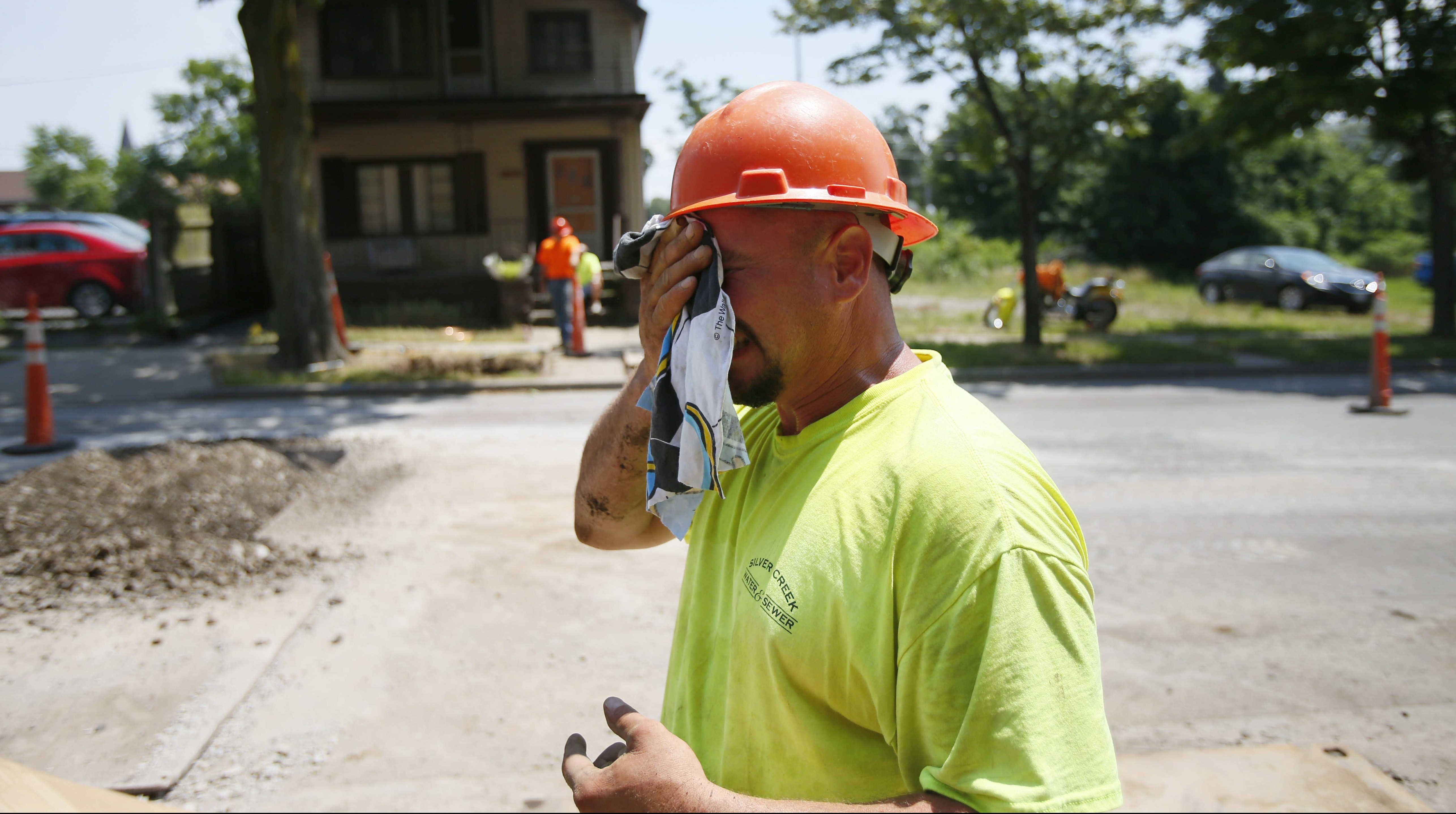 Construction worker Mike Poorten wipes sweat from his brow while on the job in 2013. (Derek Gee/News file photo)