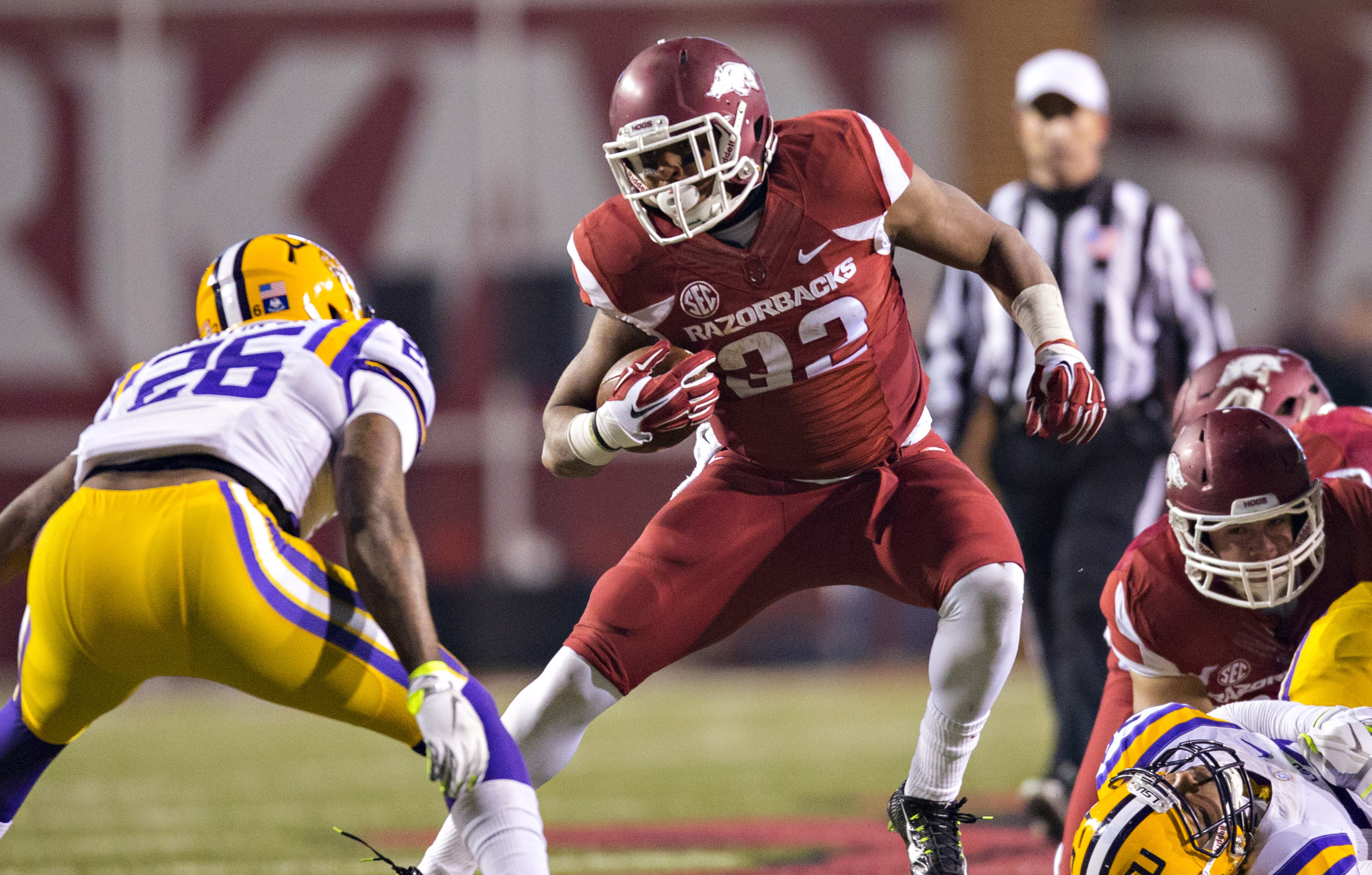 FAYETTEVILLE, AR - NOVEMBER 15:  Jonathan Williams #32 of the Arkansas Razorbacks runs the ball during the first quarter against the LSU Tigers at Razorback Stadium on November 15, 2014 in Fayetteville, Arkansas.  The Razorbacks defeated the Tigers 17-0.  (Photo by Wesley Hitt/Getty Images)