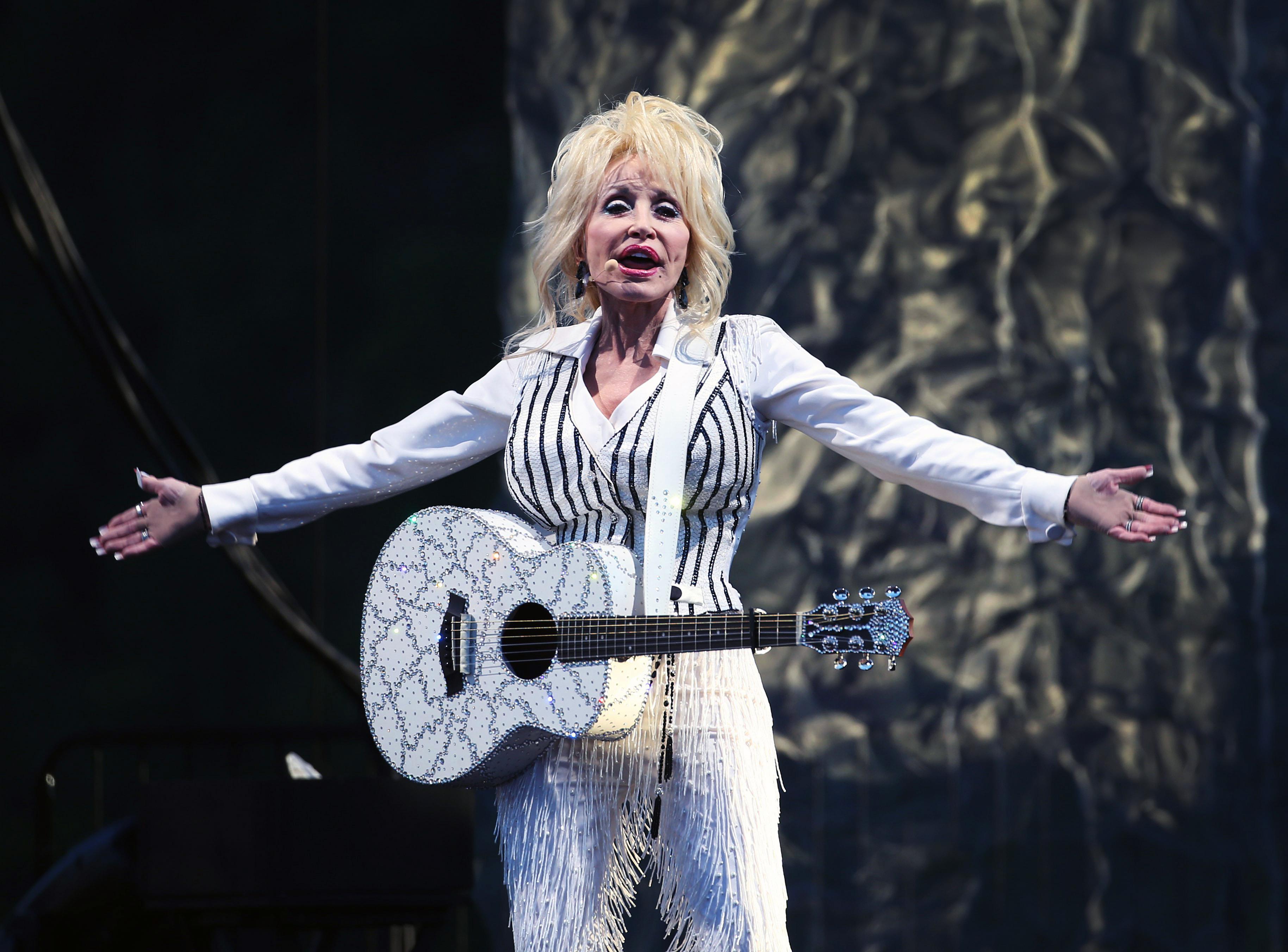 Dolly Parton performs at Artwork in Lewiston, Sunday. (Sharon Cantillon/Buffalo News)
