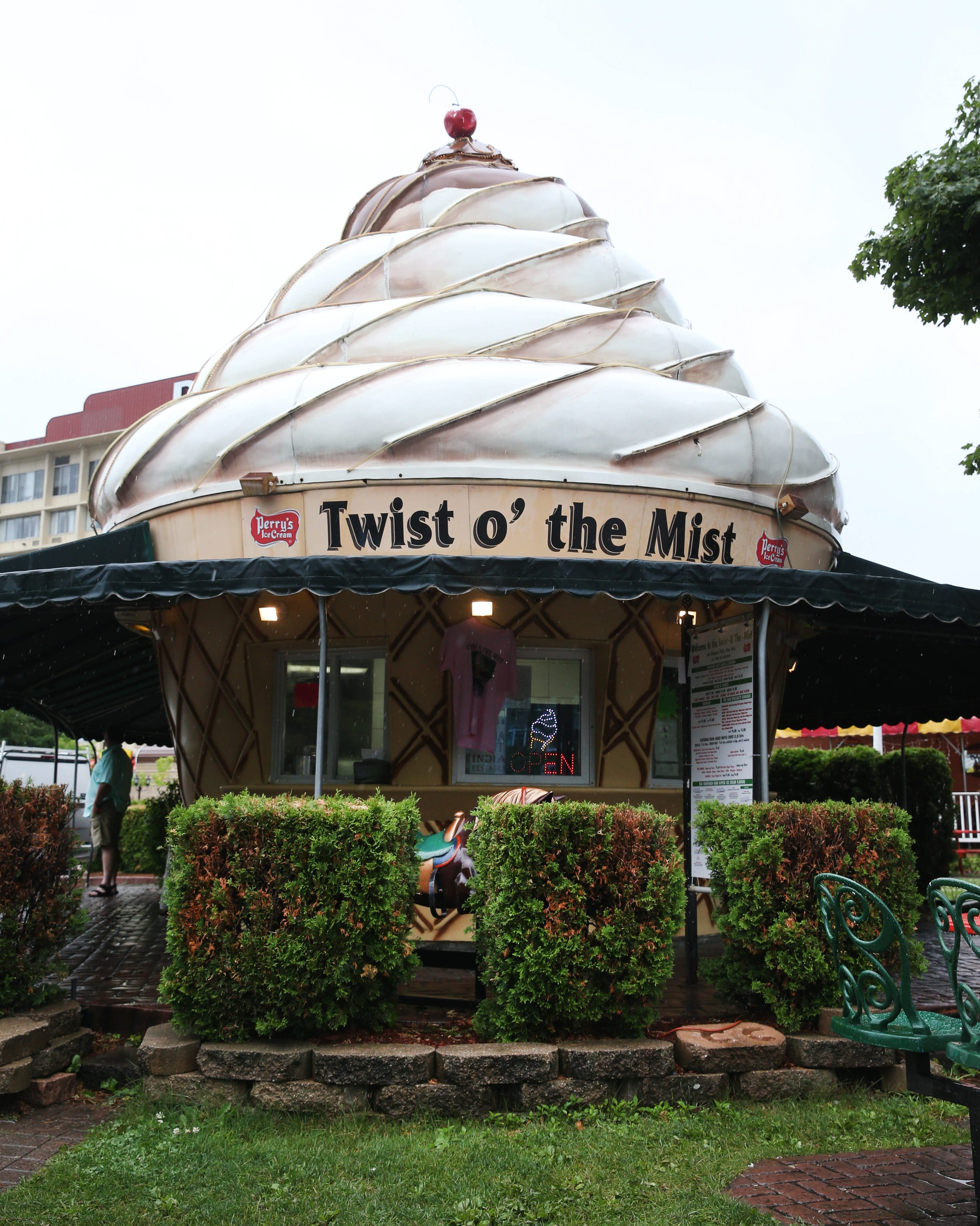 The Twist o' the Mist on Niagara Street is a popular spot with tourists. (Sharon Cantillon/Buffalo News)