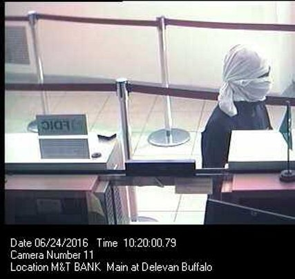 Robber hits M&T Bank on Main Street