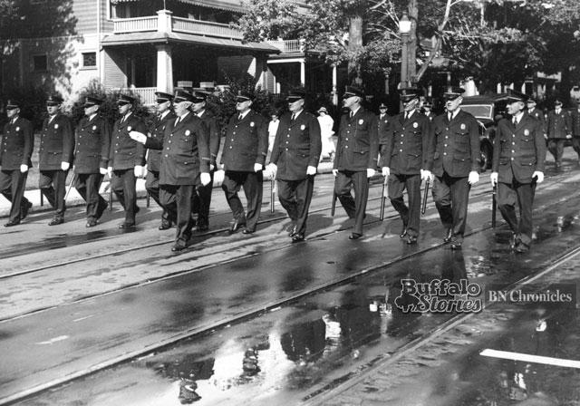 Honor guard escort for Lt. George Uhl. (Buffalo news archives)
