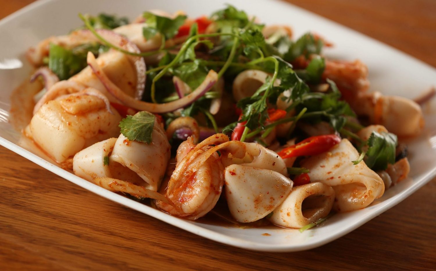 Shrimp, scallops, calamari and mussels with onions, lemon grass, chili paste and lime juice.