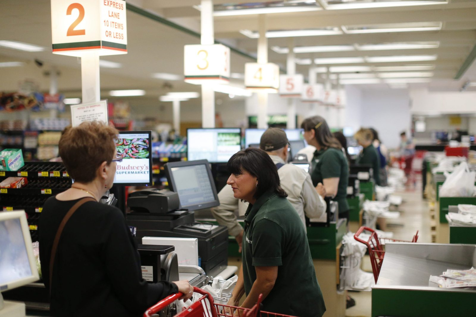 According to new federal data, incomes in the Buffalo Niagara region grew by an average of $721 during 2014, to $42,864 after inflation. That works out to almost $14 a week in added spending power. (Derek Gee/News file photo)