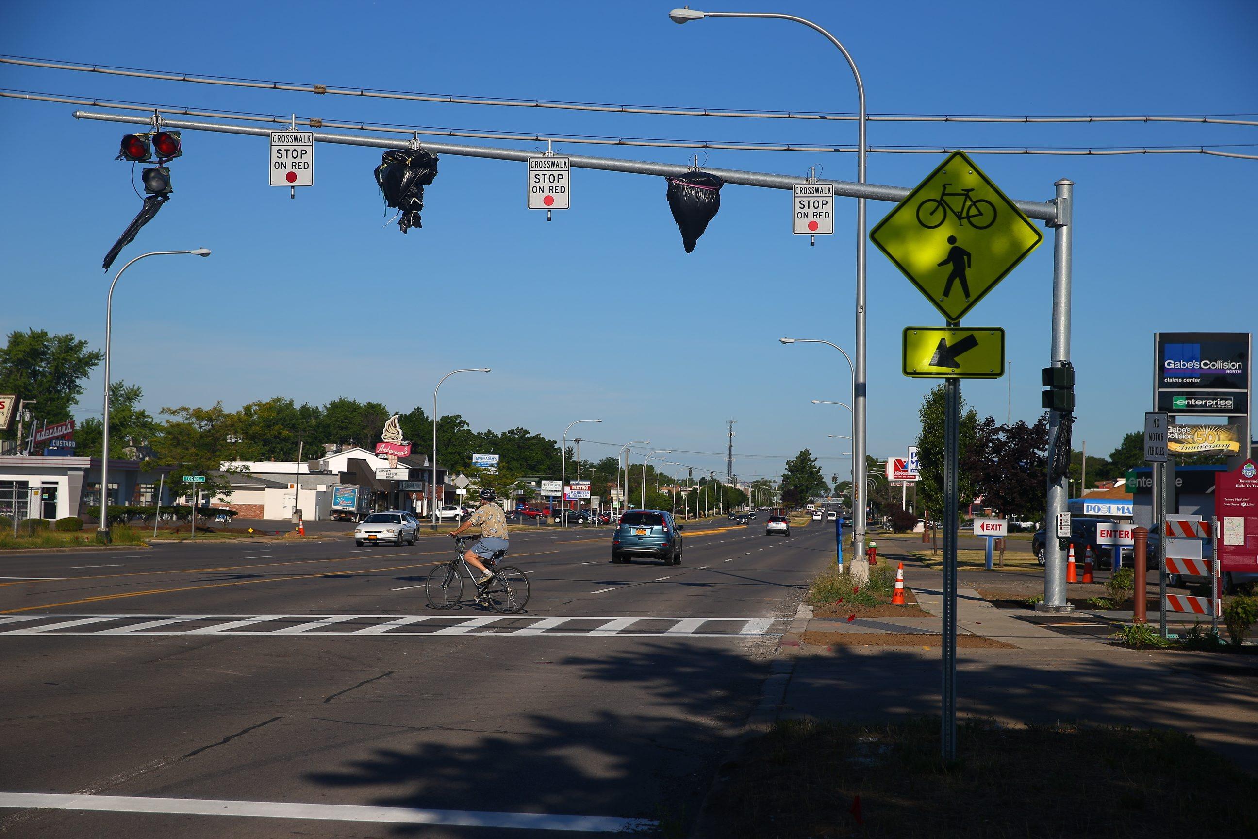 The HAWK signal at Sheridan Drive. Photo by John Hickey / Buffalo News