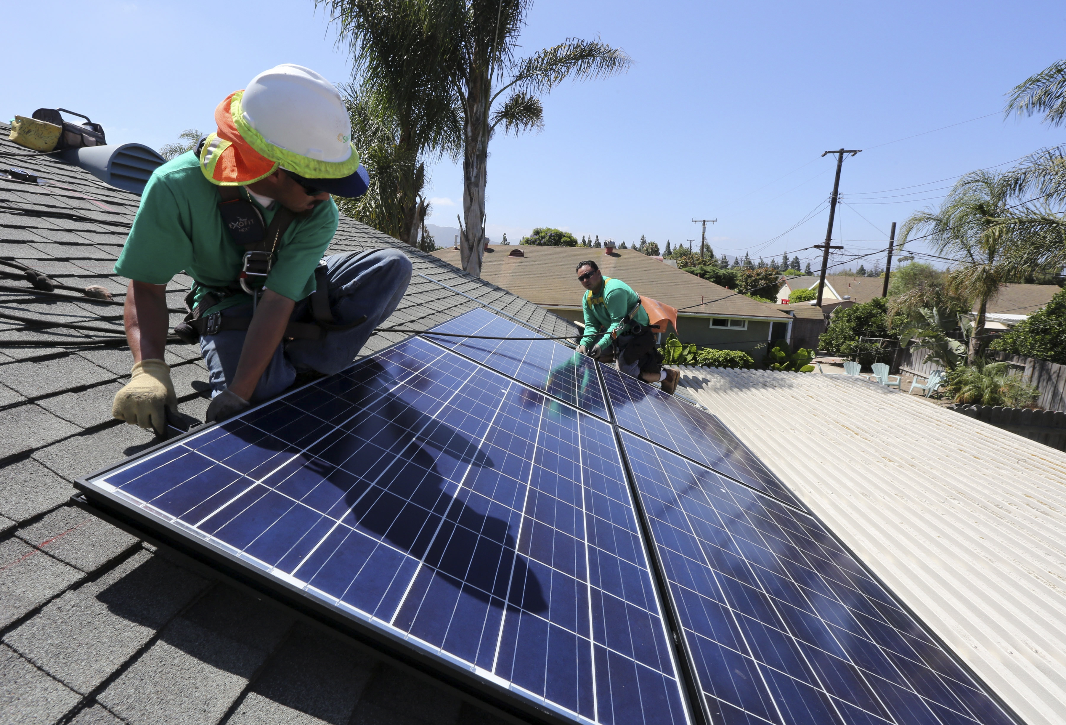 Workers from SolarCity install solar panels on a home in Camarillo, Calif. (J. Emilio Flores/The New York Times)