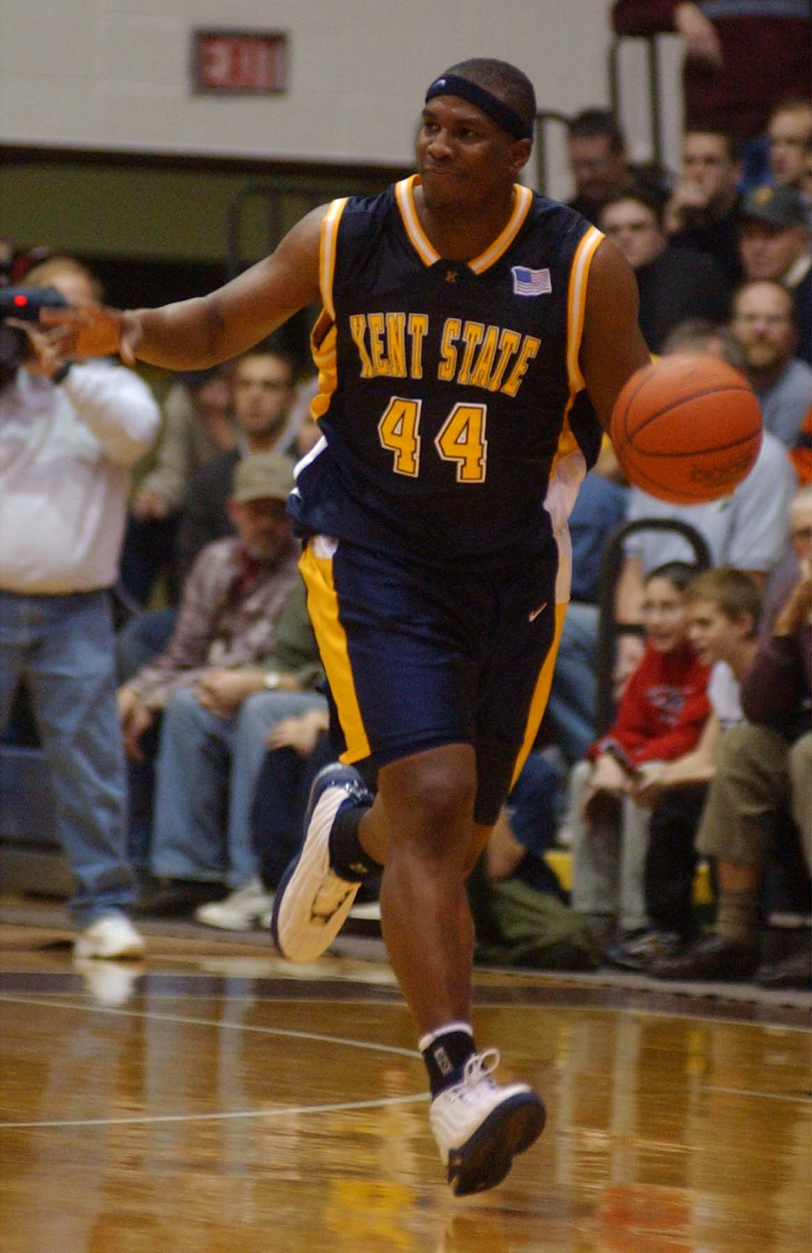 SPORTS BASKETBALL --- Kent State's Antonio Gates (44) dribbles against St. Bonaventure at the Reilly Center in 2nd half action in Olean , N.Y. on 12/21/02. Photo by John Hickey