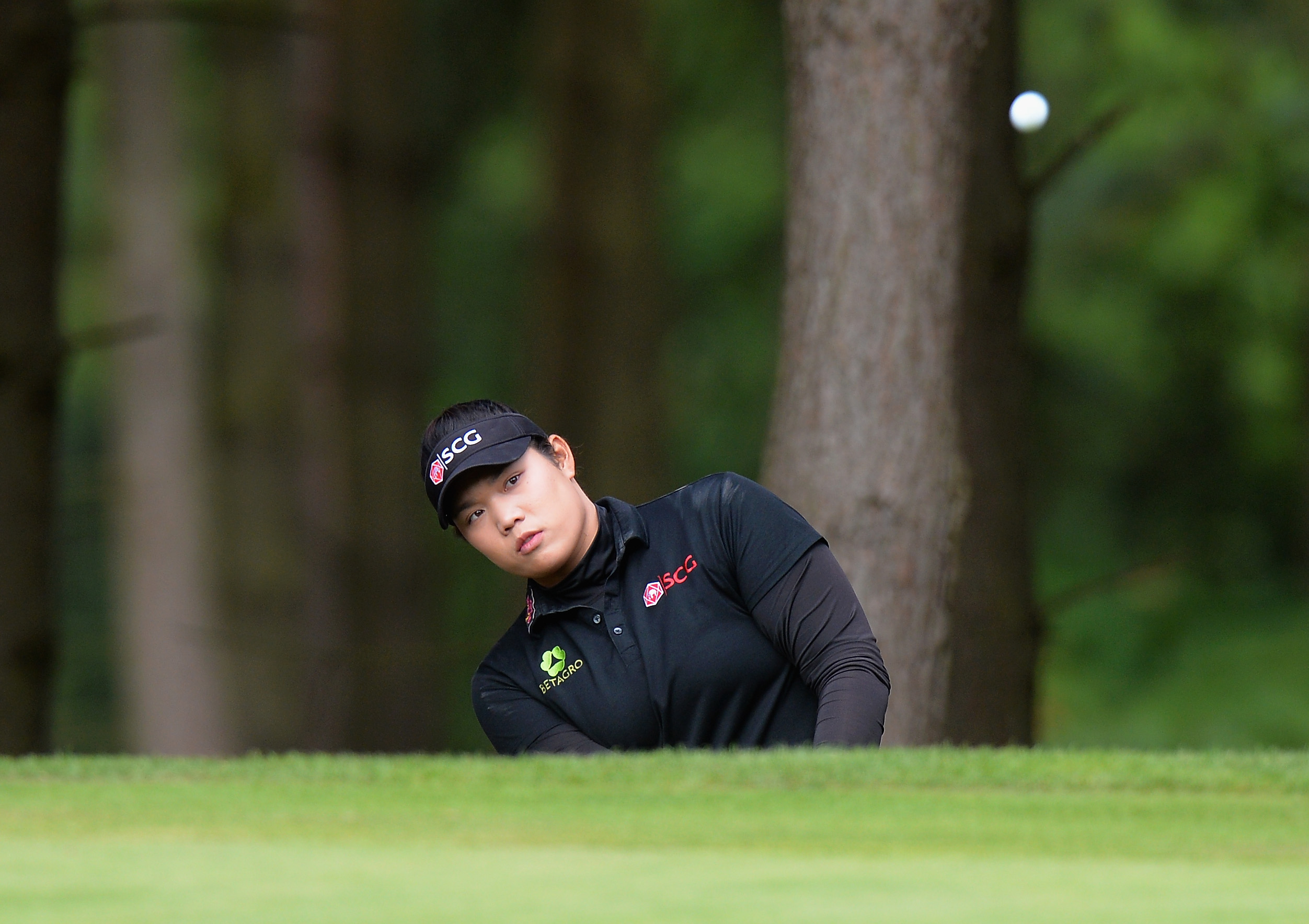 Ariya Jutanugarn of Thailand chips on to the 13th green during the Ricoh Women's British Open. (Getty Images)