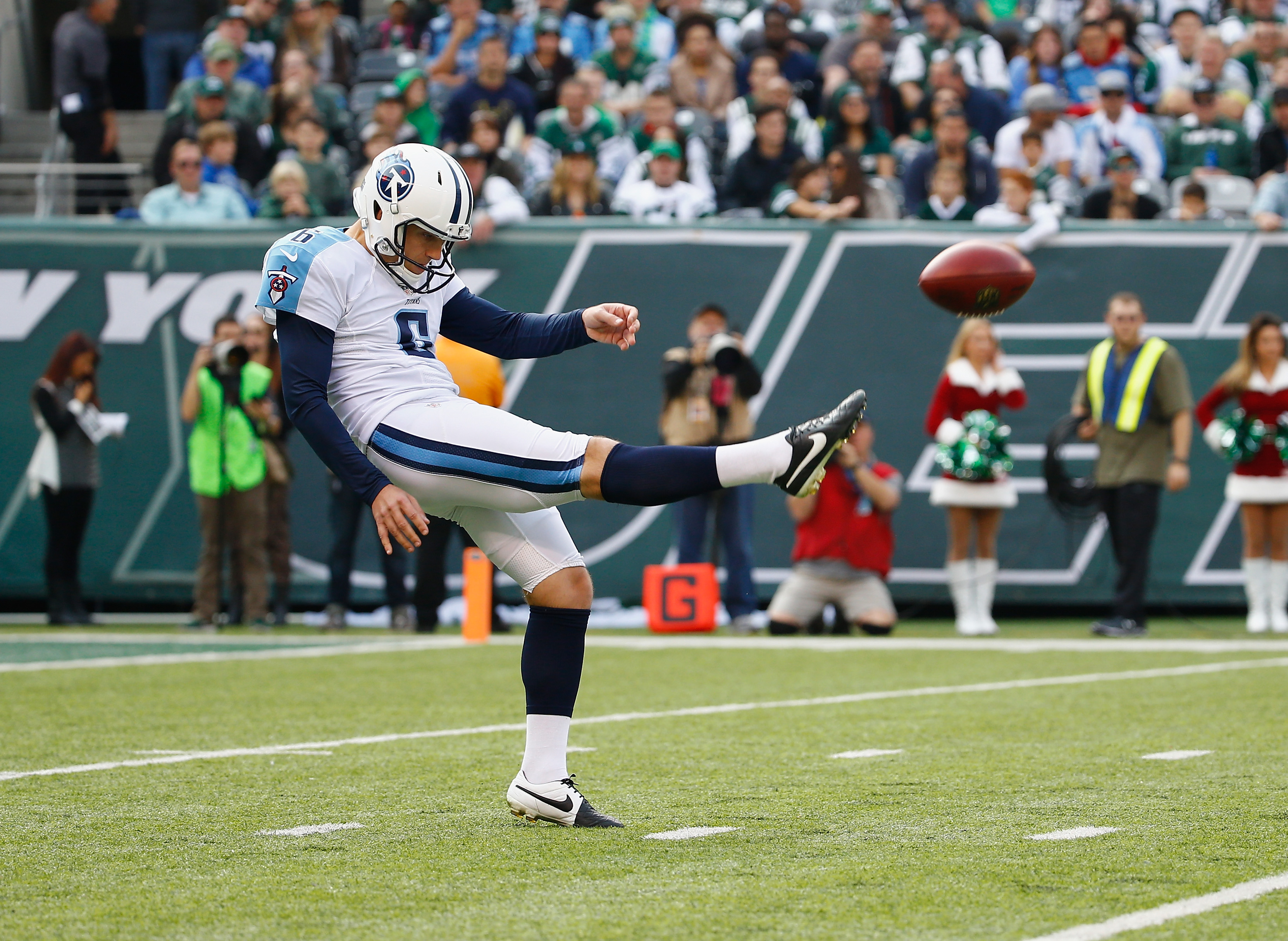 EAST RUTHERFORD, NJ - DECEMBER 13: Brett Kern #6 of the Tennessee Titans punts against the New York Jets during their game at MetLife Stadium on December 13, 2015 in East Rutherford, New Jersey. (Photo by Al Bello/Getty Images)