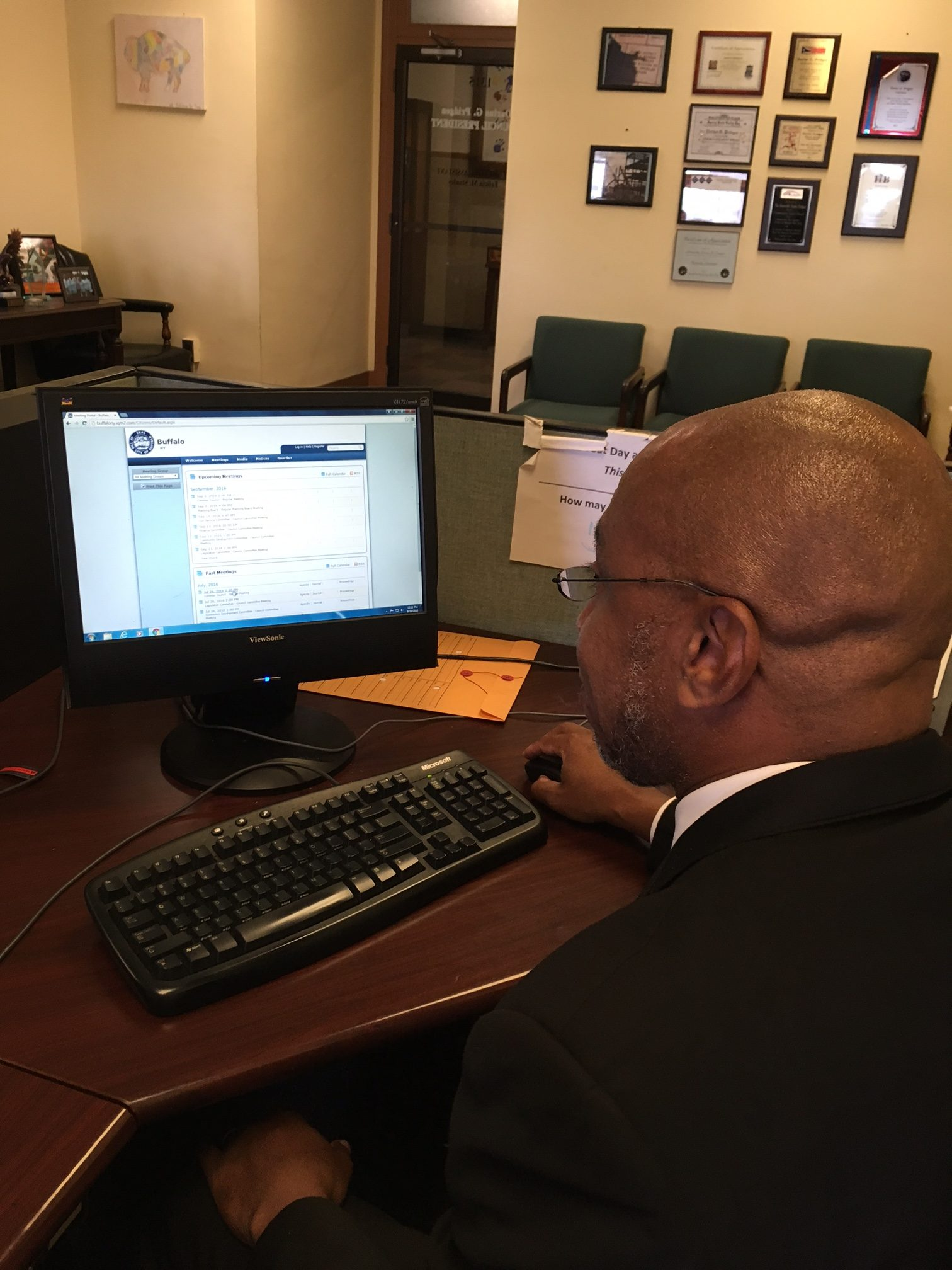Council President Pridgen learning to use new electronic  system for Council agendas and related documents.