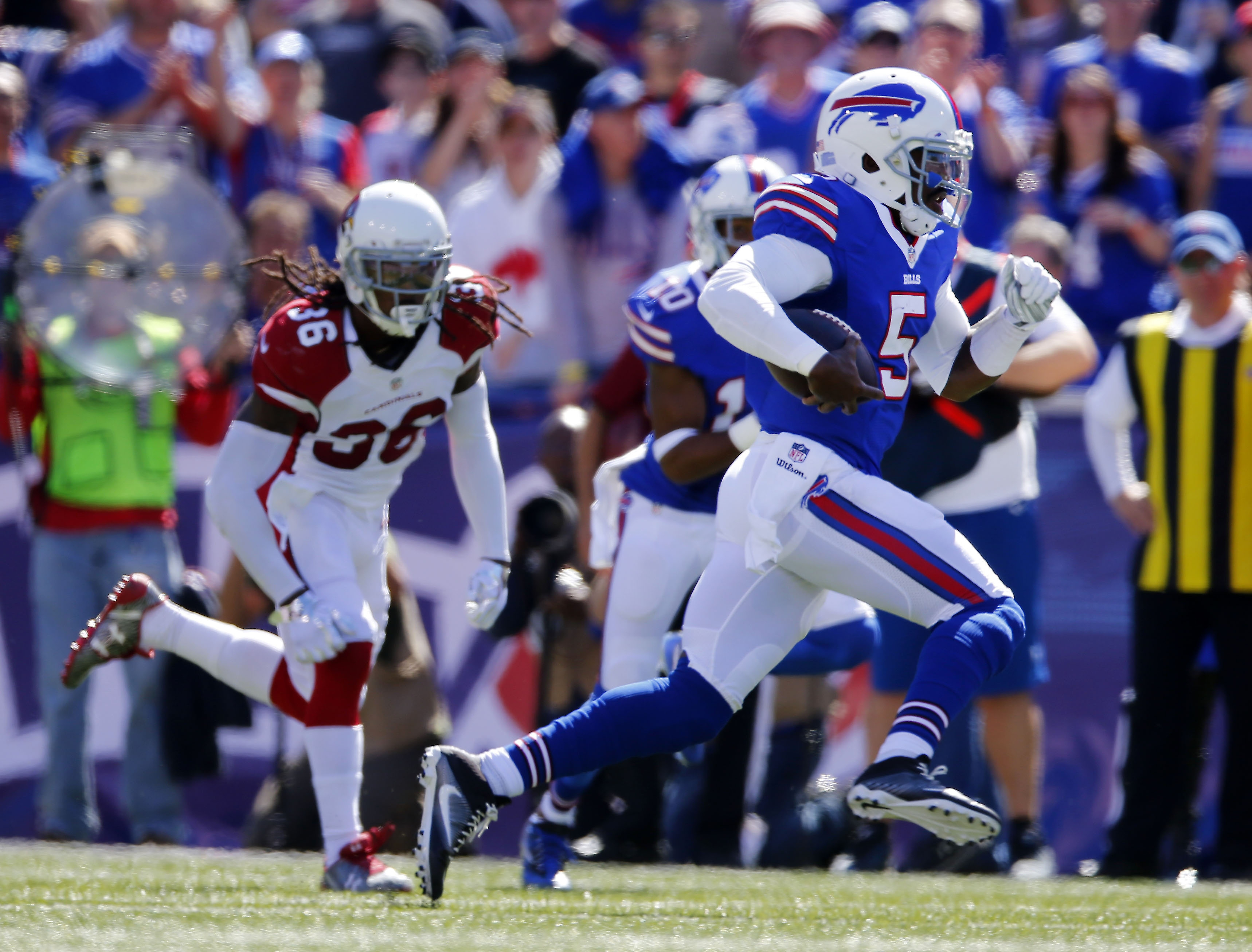 Bills quarterback Tyrod Taylor takes off on a 49-yard run Sunday in the first quarter at New Era Field. The read-option play resulted in a record run for a Bills quarterback.