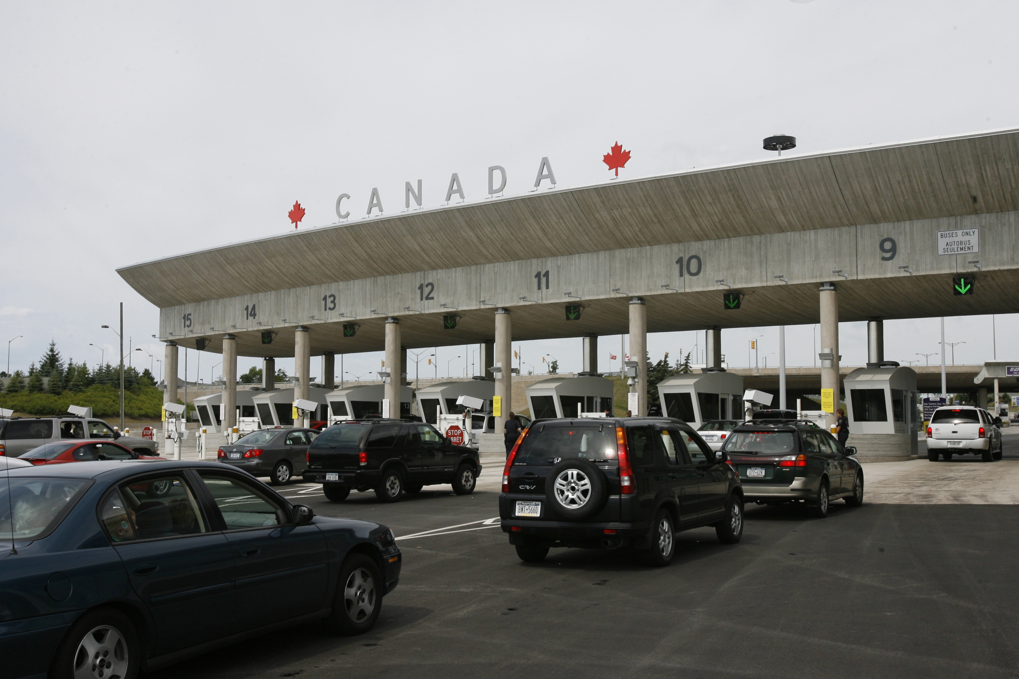 Travelers to Canada have occasionally faced lengthy delays at the border inspection booths. (Derek Gee/Buffalo News file photo)