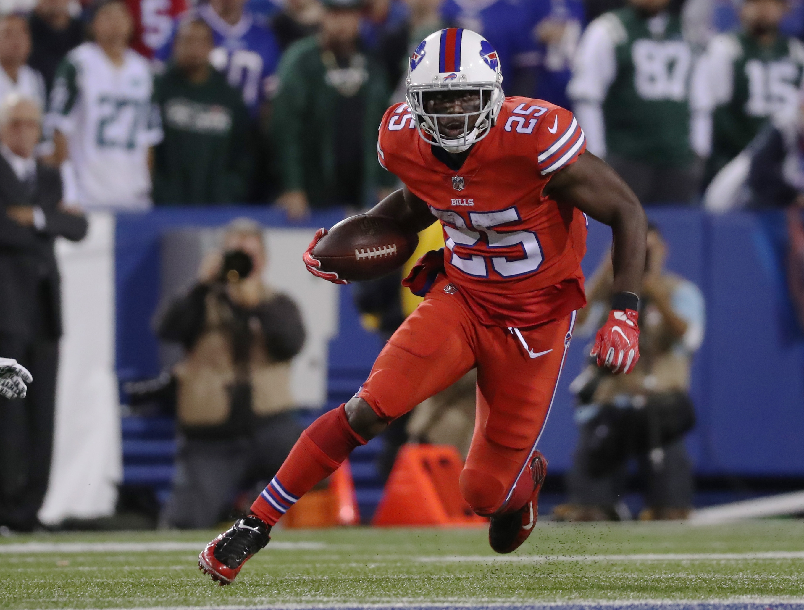 Buffalo Bills running back LeSean McCoy runs the ball against the New York Jets during the fourth quarter at New Era Field in Orchard Park, N.Y. on Thursday, Sept. 15, 2016.  (James P. McCoy/ Buffalo News)