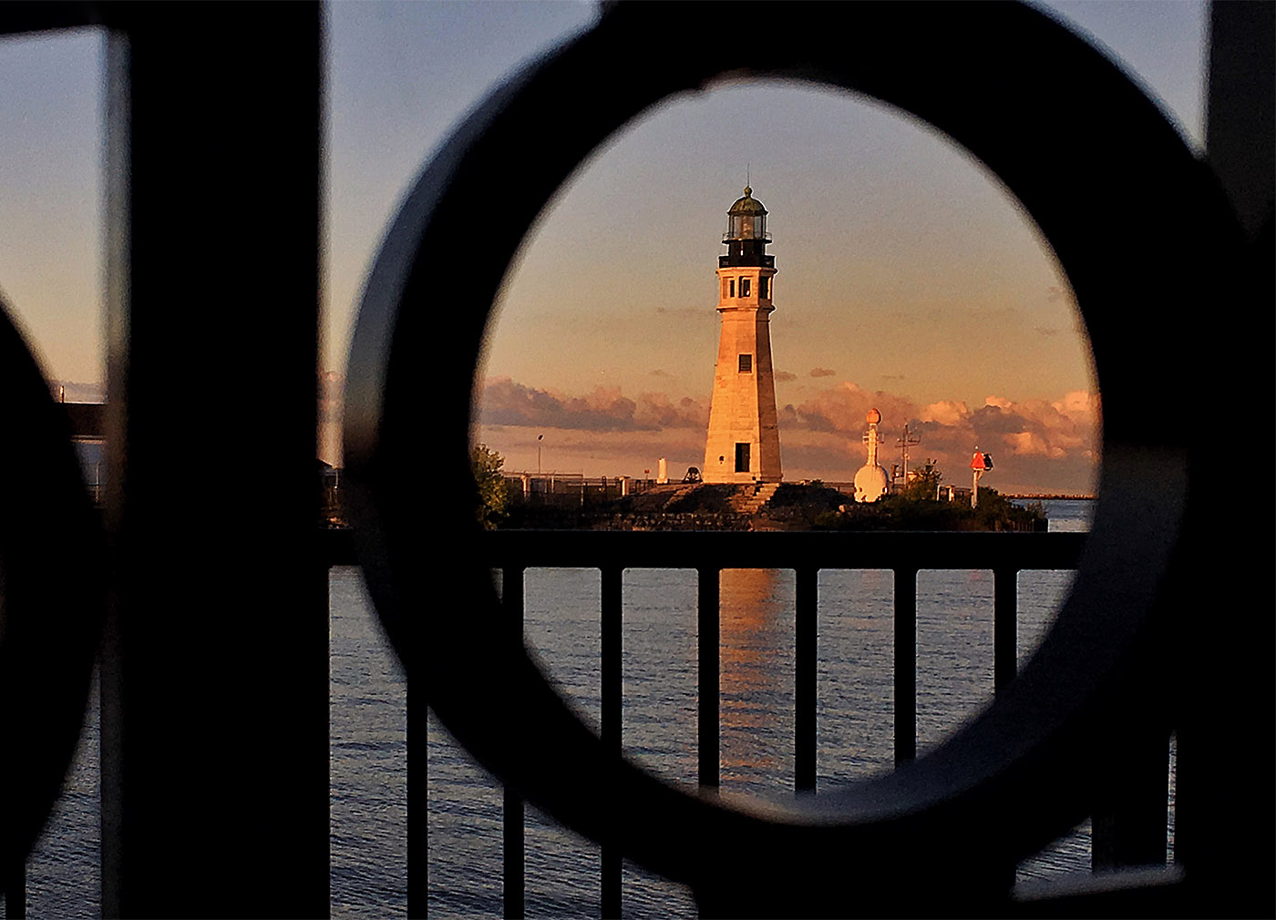 Pictures, Buffalo lighthouse