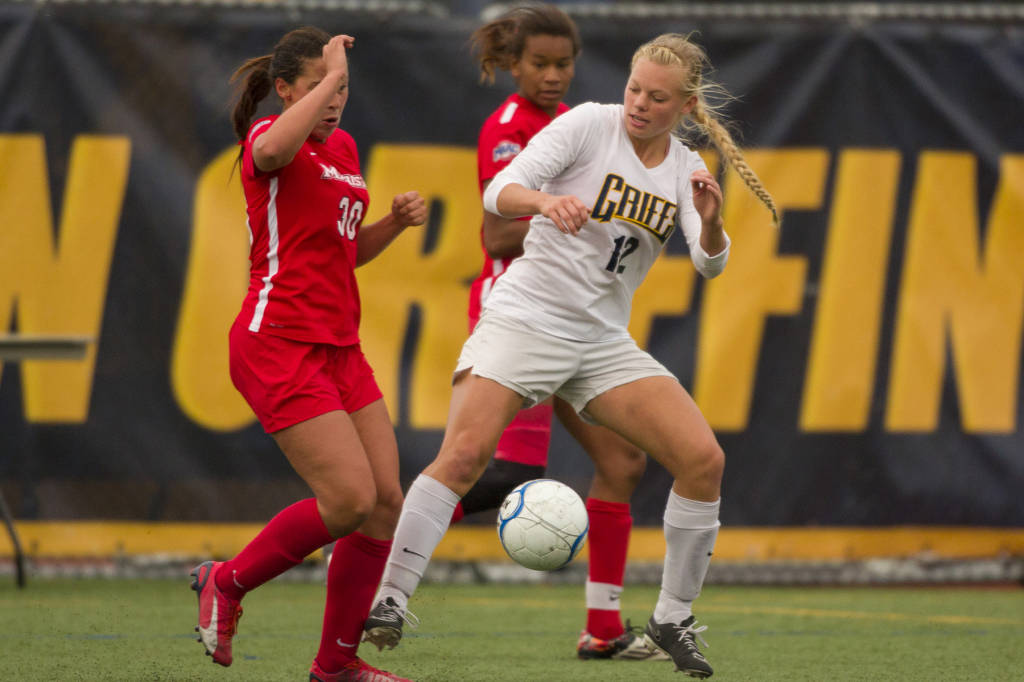 Lake Shore High School grad Melanie Linsmair (in white) is an important piece for Canisius, connecting the defense to the midfield. (via Canisius Athletics)