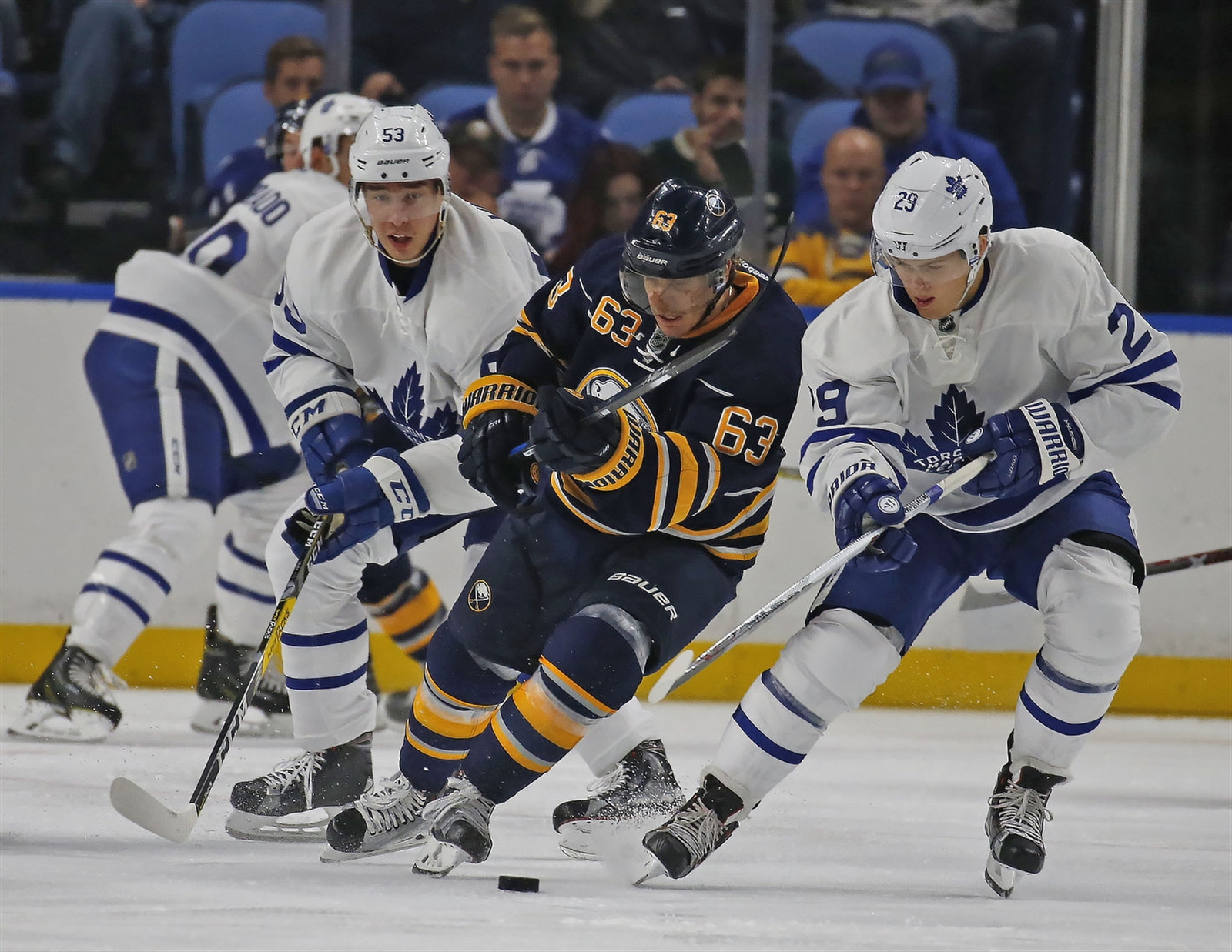 Despite suffering two concussions last season, Tyler Ennis is aggressively weaving through traffic. (Photo by Robert Kirkham/Buffalo News)