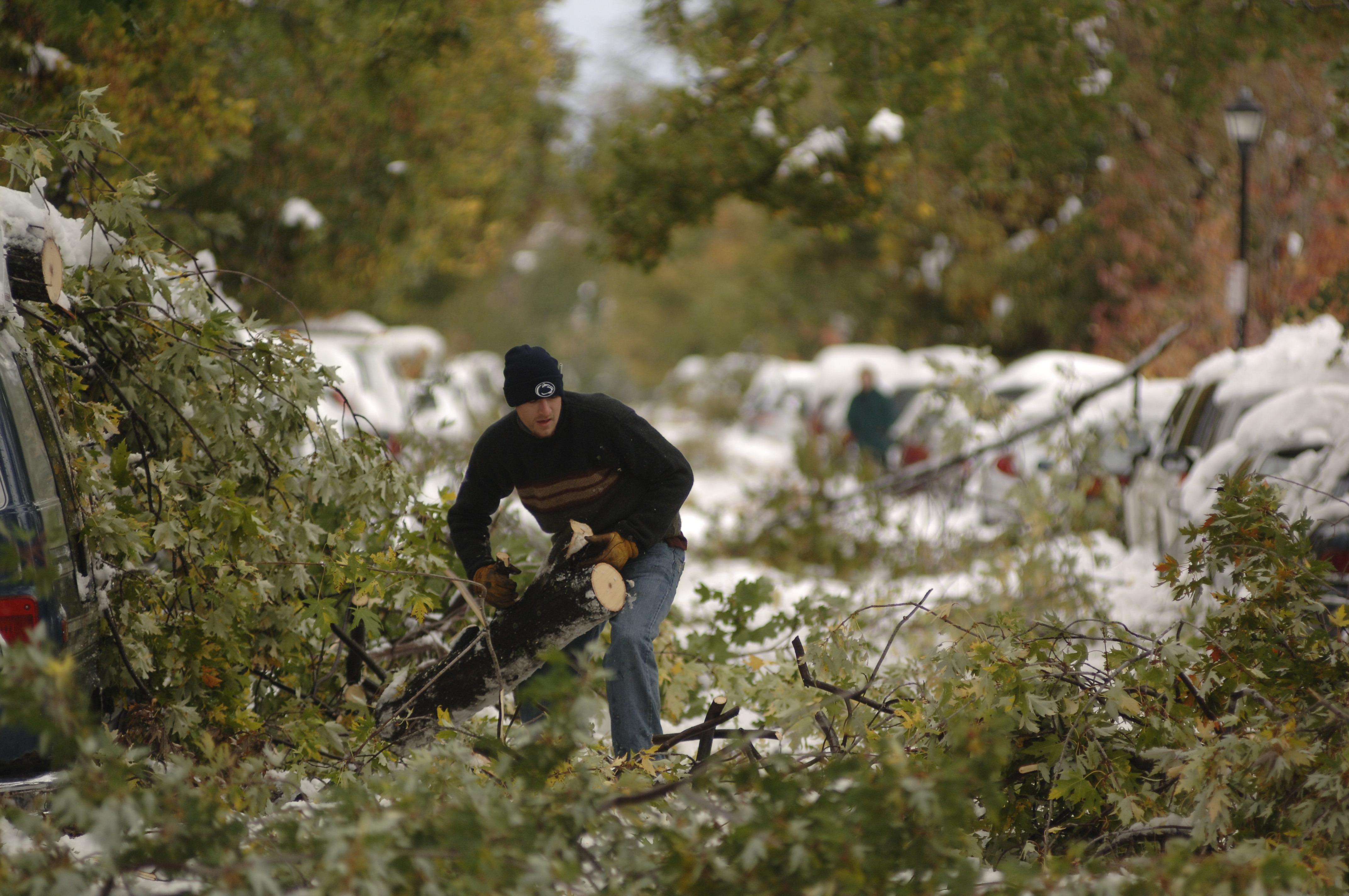 Nick Gainer clears fallen limbs from Ashland Avenue following the bizarre October snow storm of Oct. 12, 2006. (Derek Gee/News file photo)