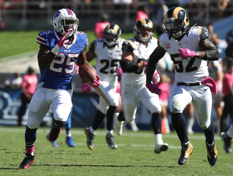 Buffalo Bills running back LeSean McCoy runs for a 55-yard gain in the second quarter.