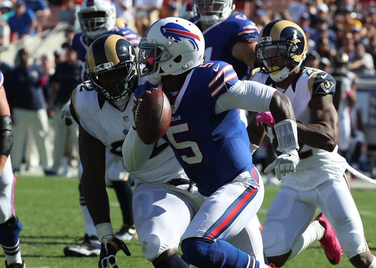 Buffalo Bills quarterback Tyrod Taylor (5) on the move in the first quarter.  (James P. McCoy/ Buffalo News)
