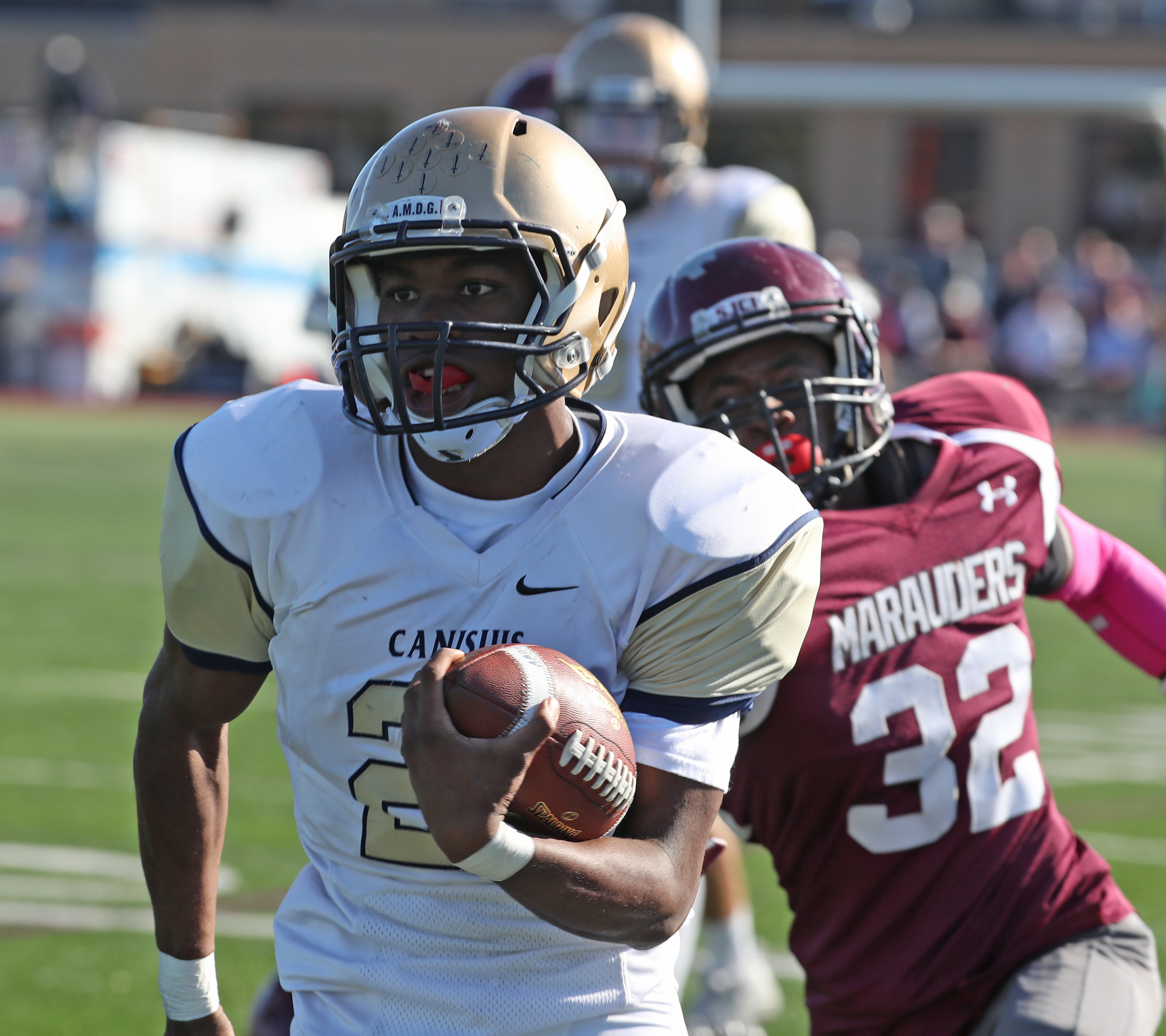 Kenyatta Huston breaks away for a 53-yard touchdown for Canisius in its win at St. Joe's.  (James P. McCoy/ Buffalo News)
