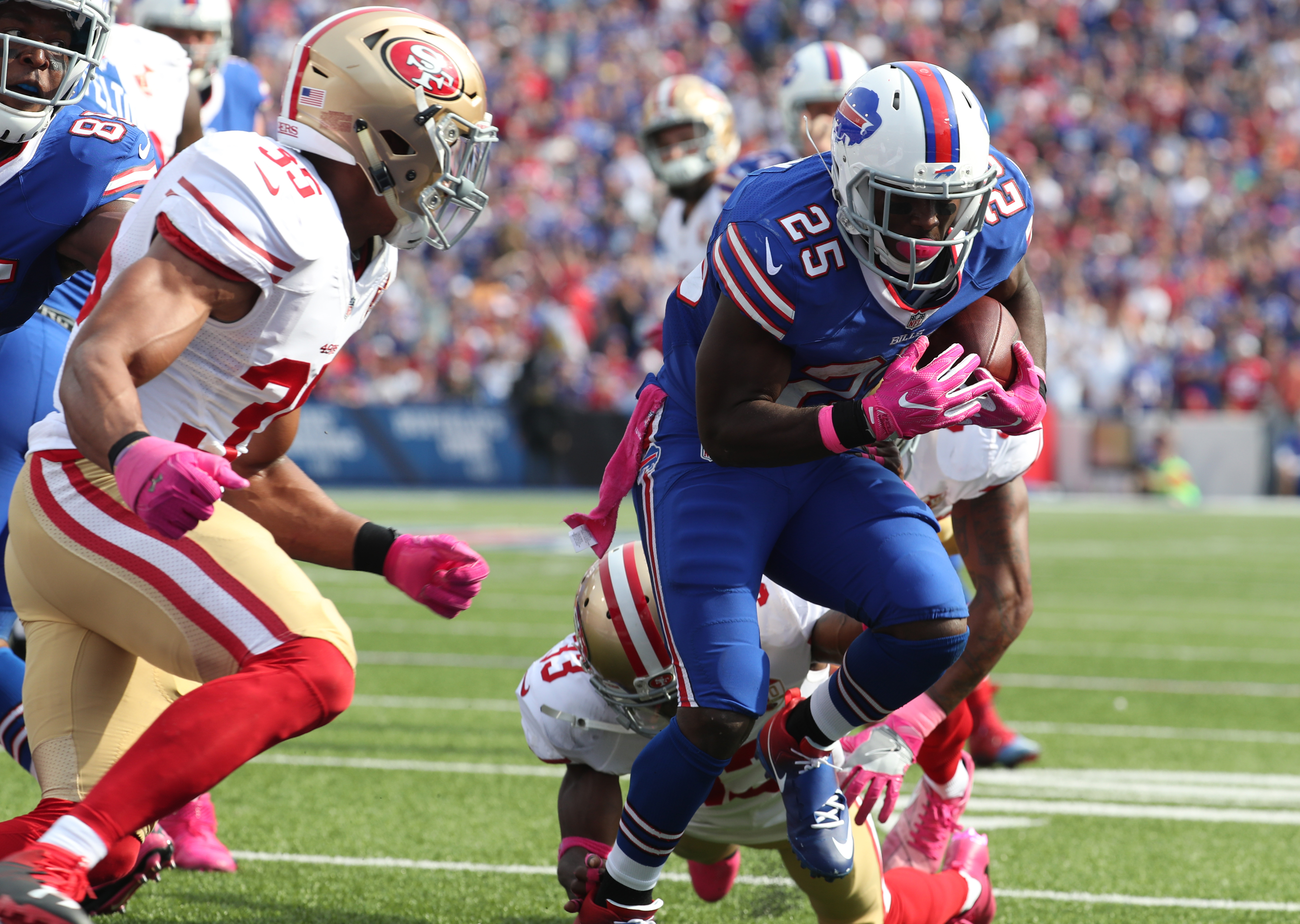 Buffalo Bills running back LeSean McCoy breaks a tackle en route to his second touchdown of the game against the 49ers during the second quarter.  (James P. McCoy/ Buffalo News)