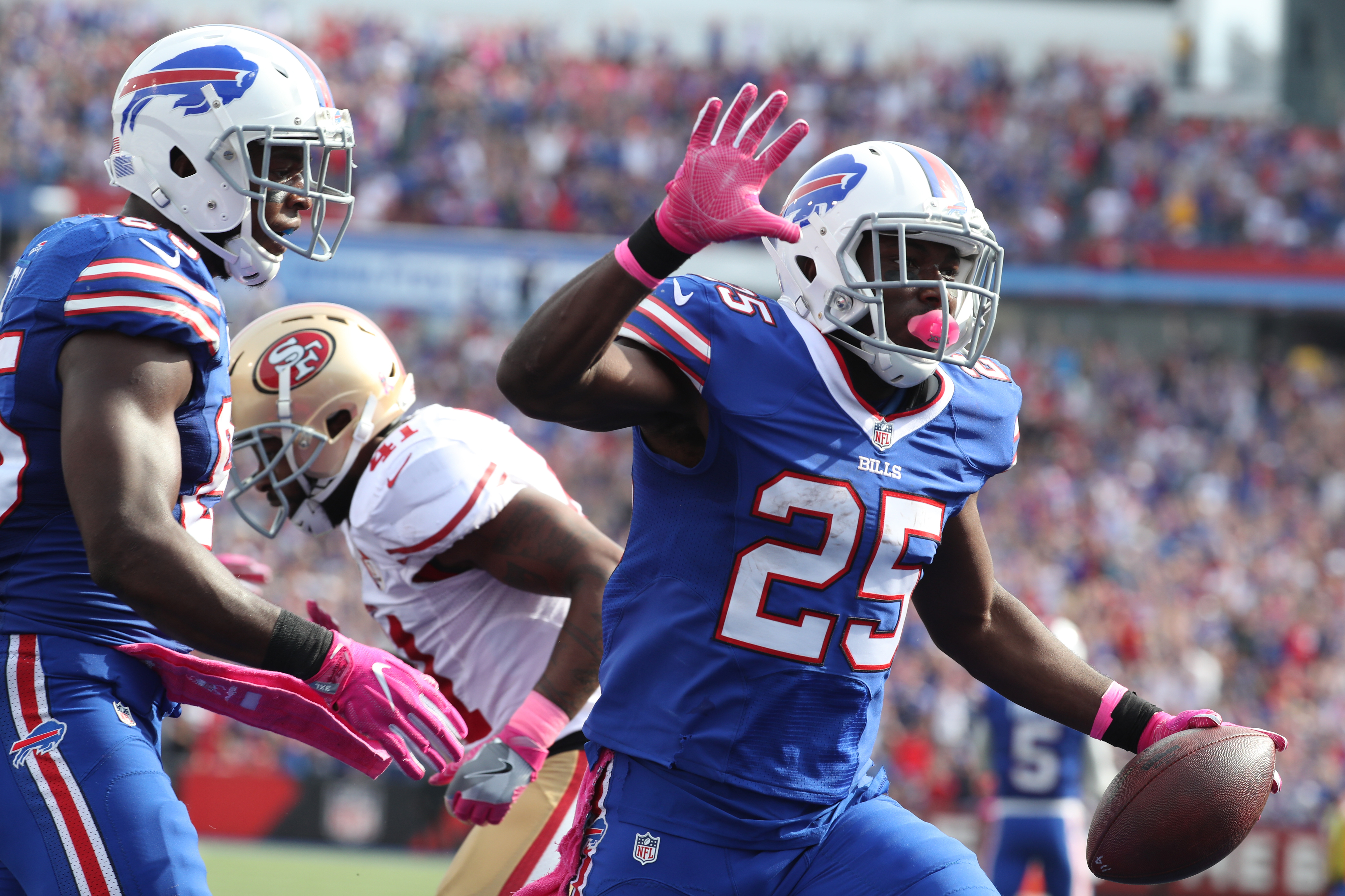 Buffalo Bills running back LeSean McCoy scores his second touchdown of the game against the 49ers during the second quarter at New Era Field.  (James P. McCoy/ Buffalo News)