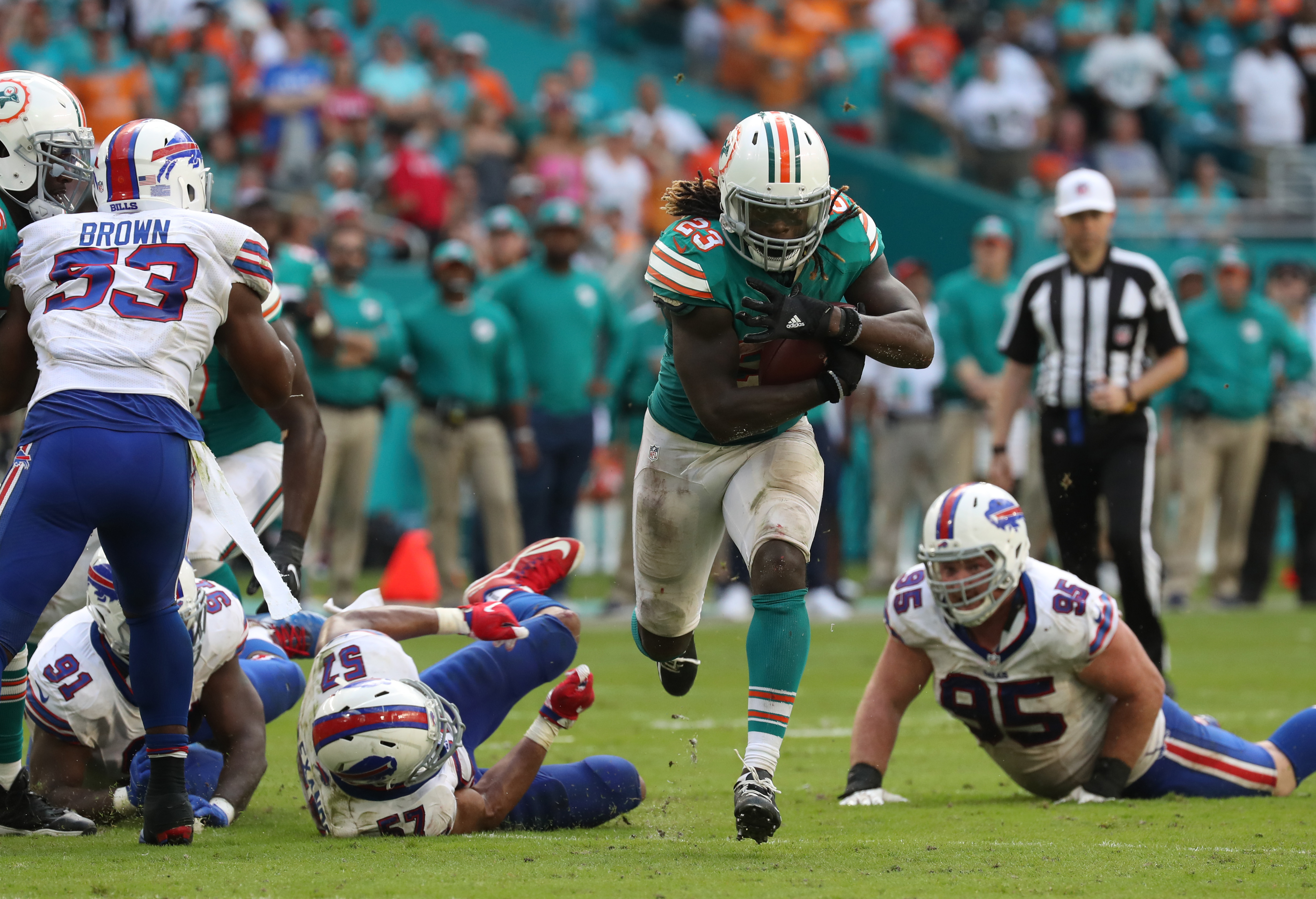 Miami Dolphins running back Jay Ajayi (23) beats Buffalo Bills defensive end Kyle Williams (95) in the fourth quarter. (James P. McCoy/Buffalo News)