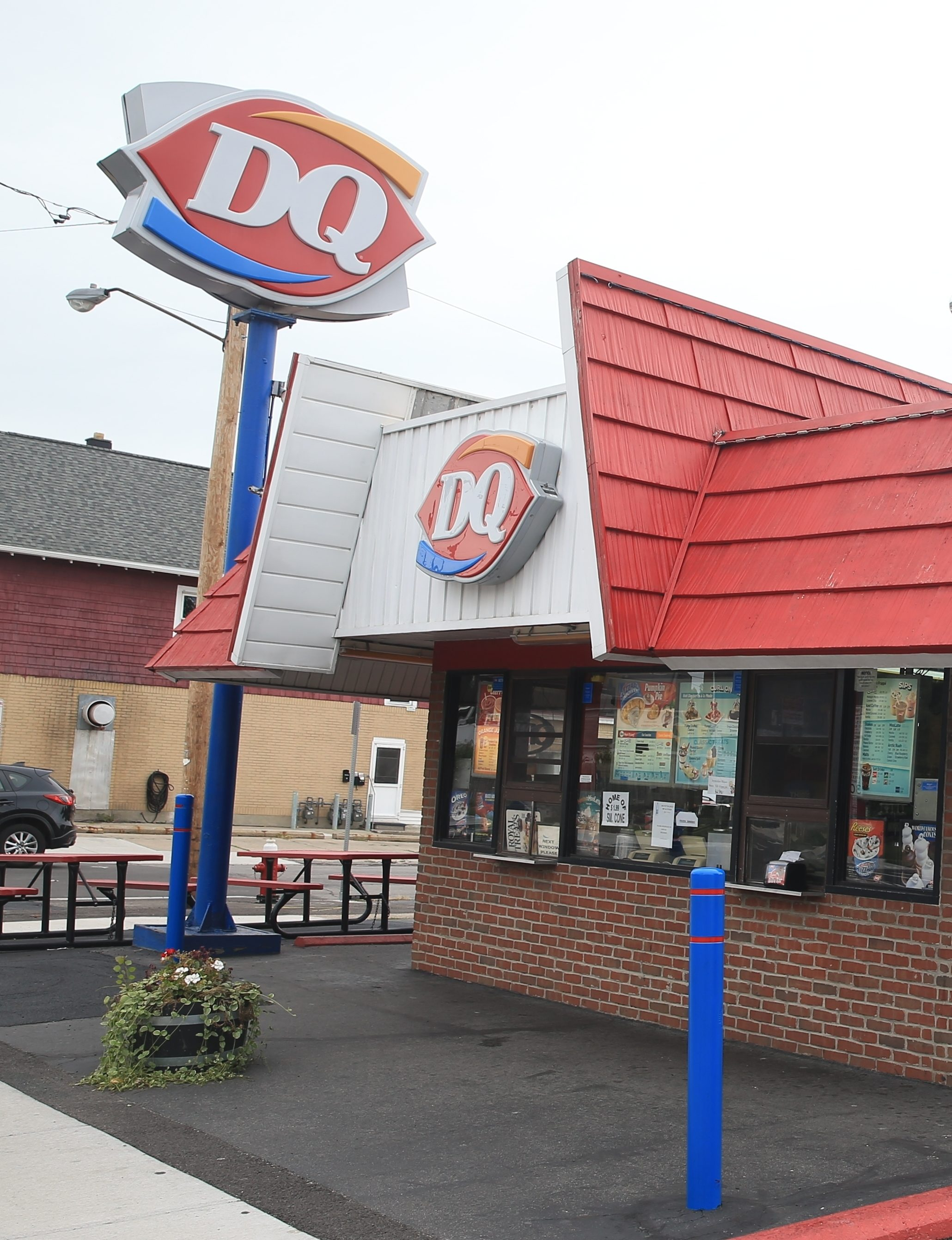 Dairy Queen on Kenmore Avenue in the Town of Tonawanda. The restaurant chain is making a concerted effort to increase the number of stores it has in Buffalo. It wants to add up to 100 Grill & Chill shops in New York State over the next 10 years.   DQ in New York  Western New York now has 40 percent of the DQ franchises located in the state.  (News file photo)