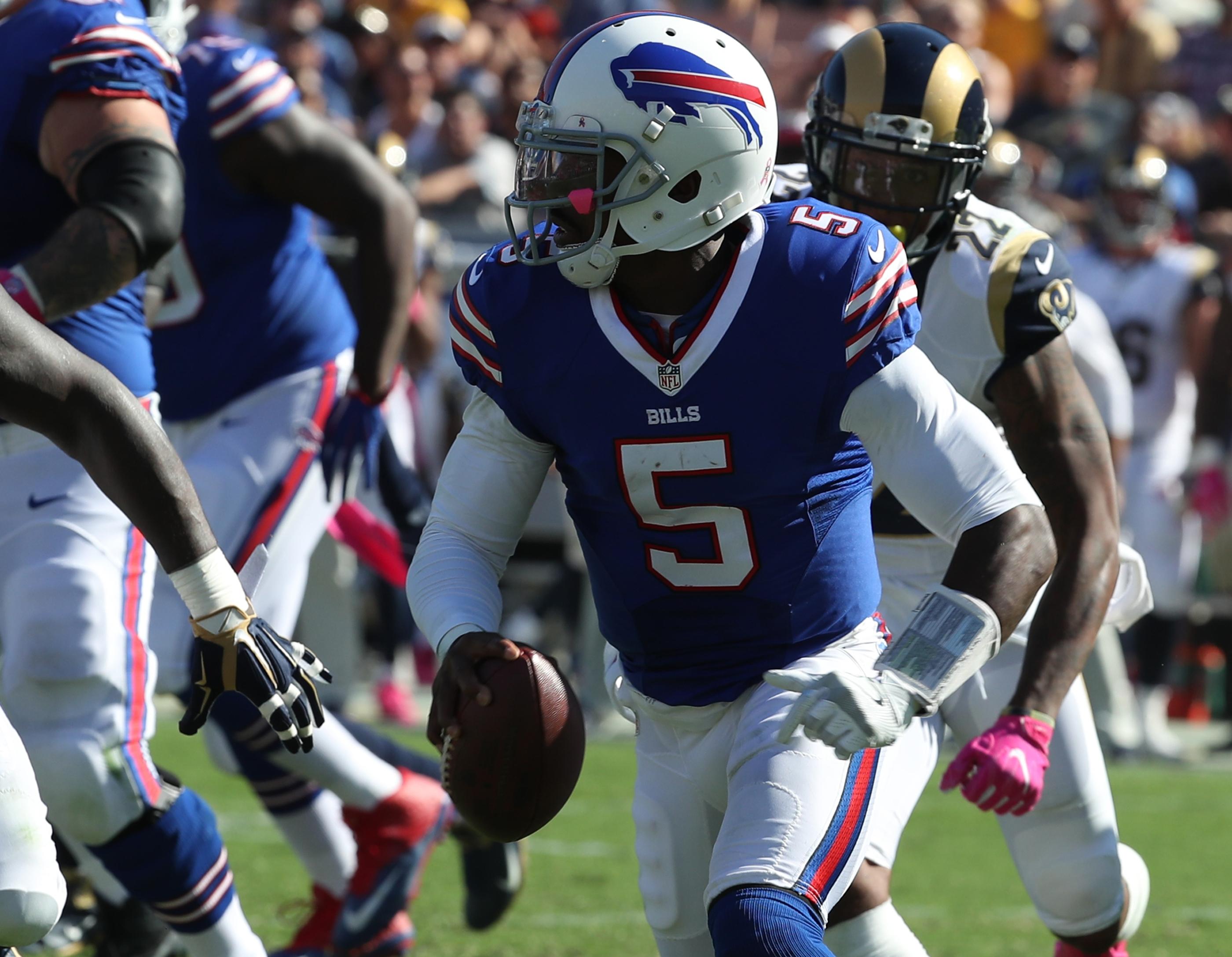 Buffalo Bills quarterback Tyrod Taylor (5) in the third quarter at Los Angeles Memorial Coliseum on Sunday, Oct. 9, 2016.  (James P. McCoy/Buffalo News)
