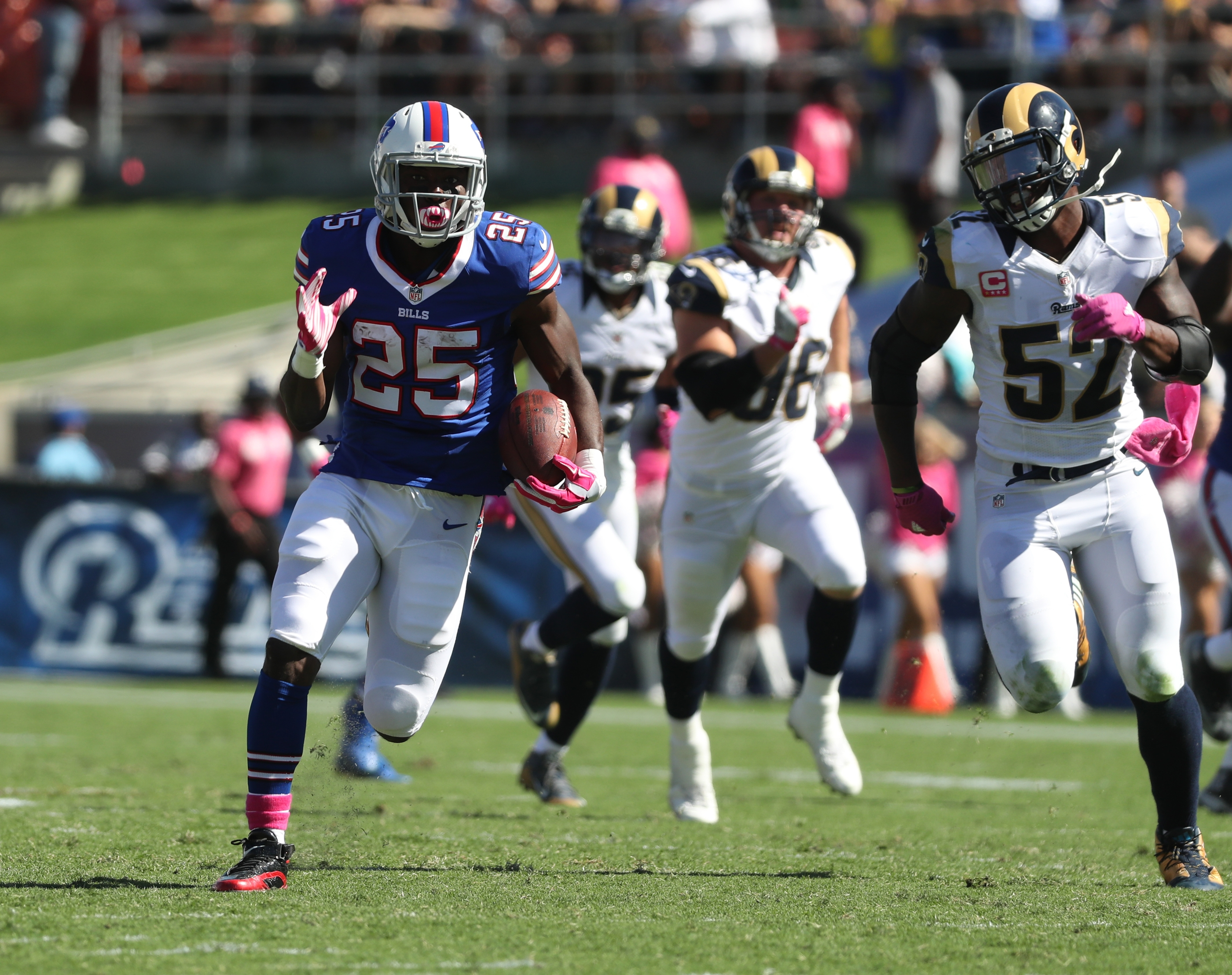 Buffalo Bills running back LeSean McCoy (25) with a long run in the second quarter at Los Angeles Memorial Coliseum on Sunday, Oct. 9, 2016.  (James P. McCoy/Buffalo News)