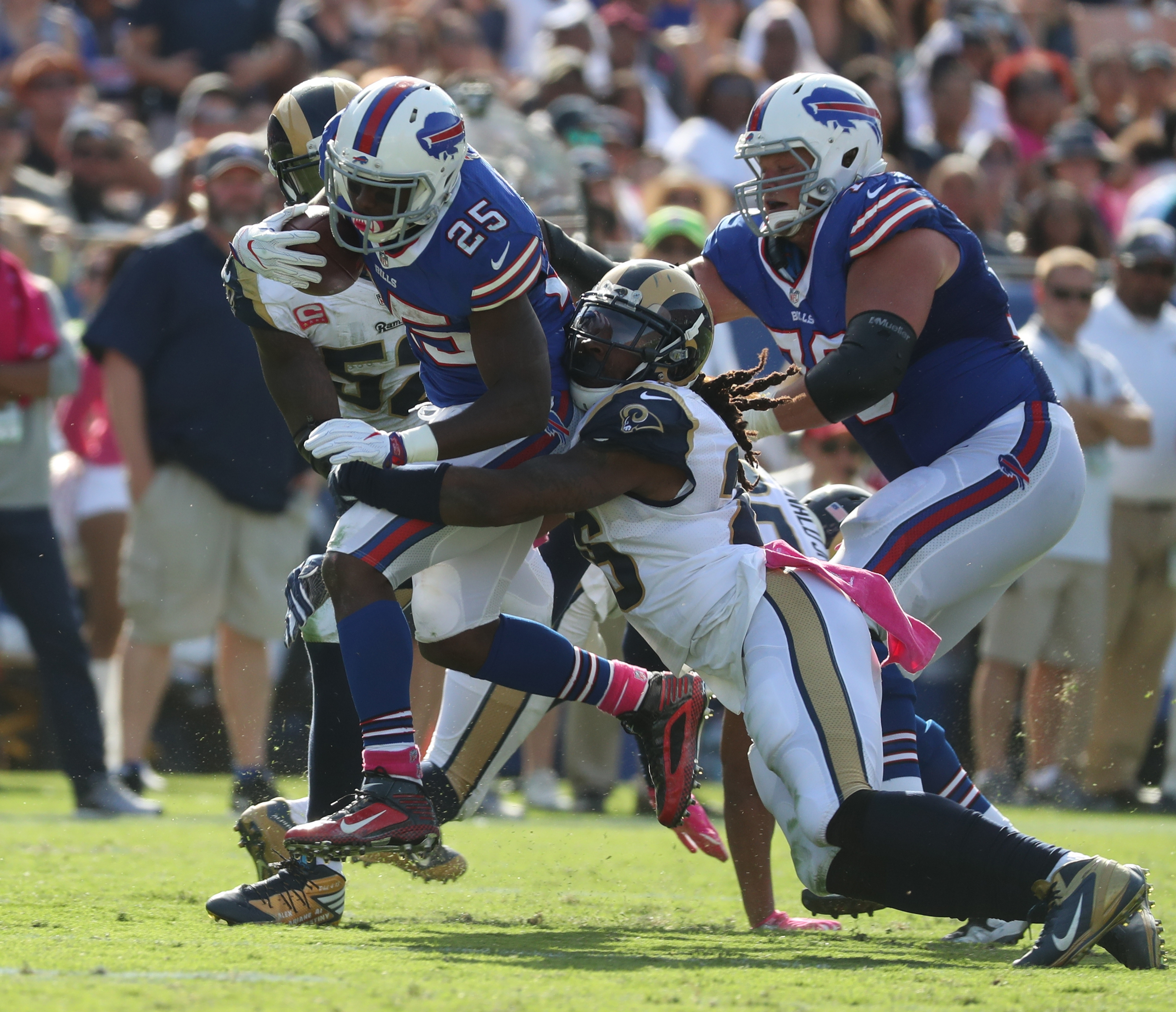 Buffalo Bills running back LeSean McCoy (25) complete pass in the third quarter at Los Angeles Memorial Coliseum on Sunday, Oct. 9, 2016.  (James P. McCoy/ Buffalo News)