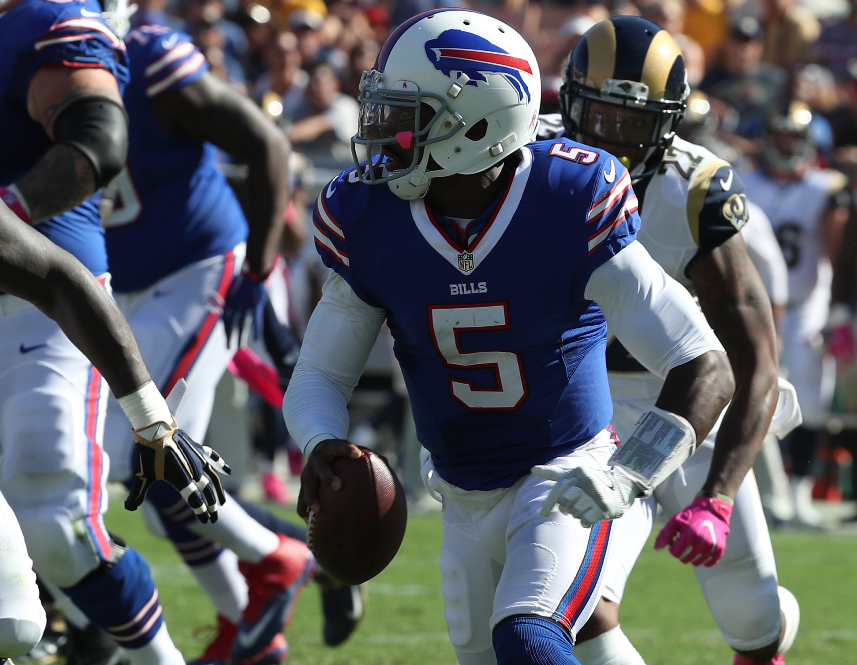 Buffalo Bills quarterback Tyrod Taylor (5) in the third quarter at Los Angeles Memorial Colliseum in Los Angeles, CA on Sunday, Oct. 9, 2016.  (James P. McCoy/ Buffalo News)