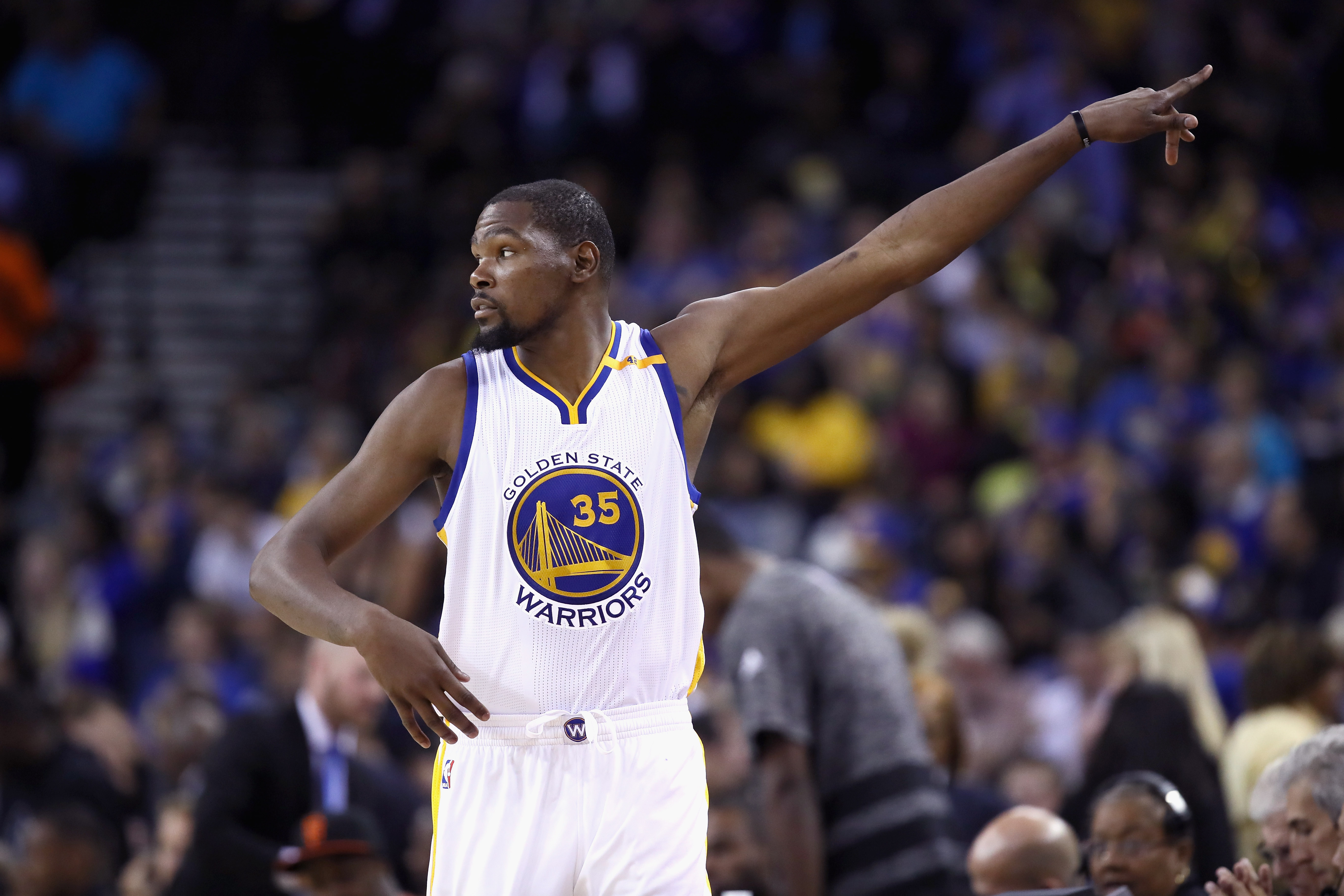 OAKLAND, CA - OCTOBER 04: Kevin Durant #35 of the Golden State Warriors points to the crowd during their game against the Los Angeles Clippers during their preseason game at ORACLE Arena on October 4, 2016 in Oakland, California. NOTE TO USER: User expressly acknowledges and agrees that, by downloading and or using this photograph, User is consenting to the terms and conditions of the Getty Images License Agreement. (Photo by Ezra Shaw/Getty Images)