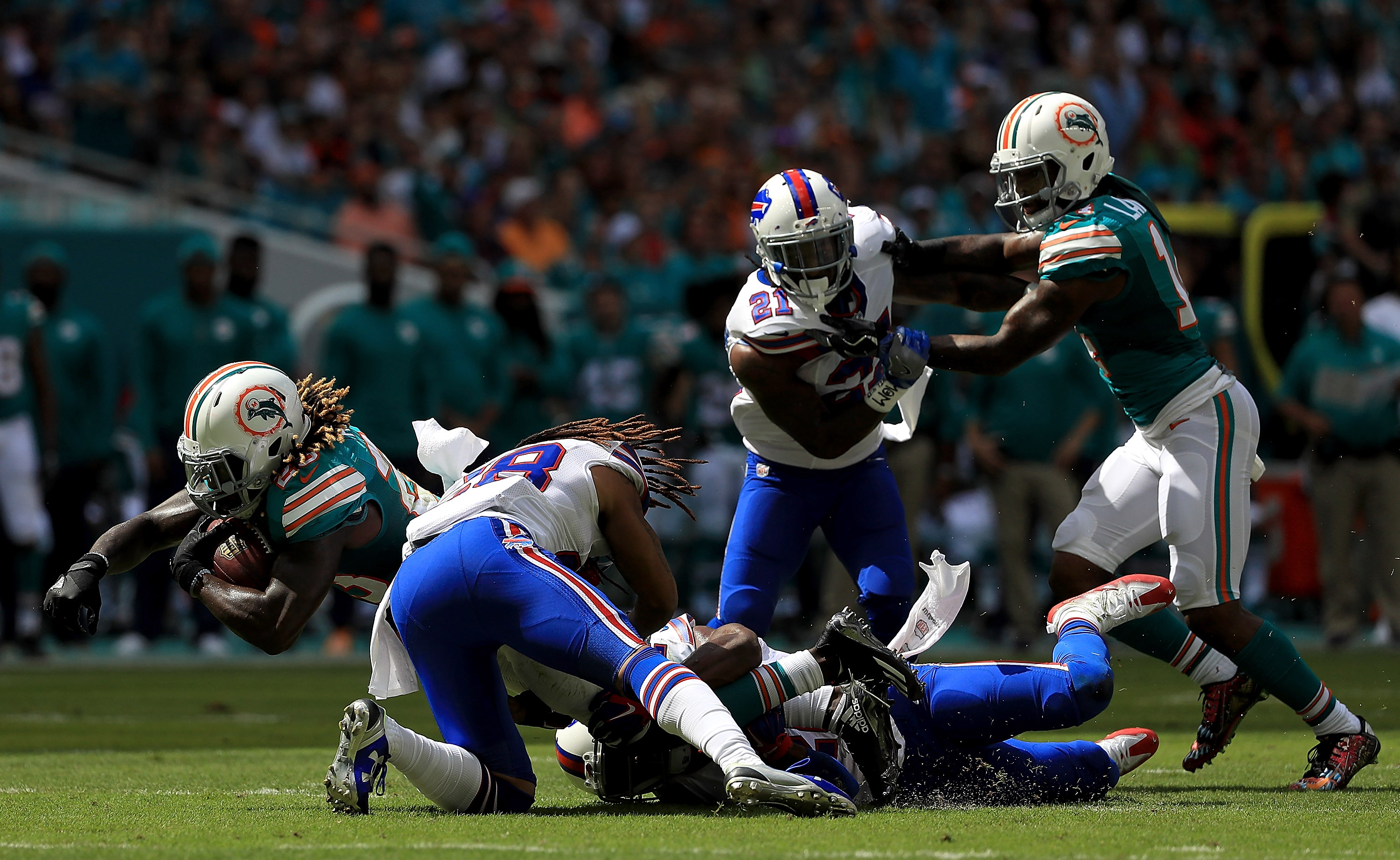 MIAMI GARDENS, FL - OCTOBER 23:  Jay Ajayi #23 of the Miami Dolphins rushes during a game against the Buffalo Bills on October 23, 2016 in Miami Gardens, Florida.  (Photo by Mike Ehrmann/Getty Images)