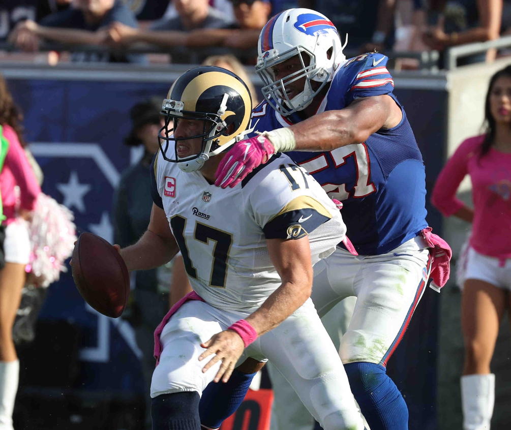 Lorenzo Alexander envisions a role in the Bills' defense similar to the one Thomas Davis played for the Carolina Panthers. (James P. McCoy/Buffalo News)